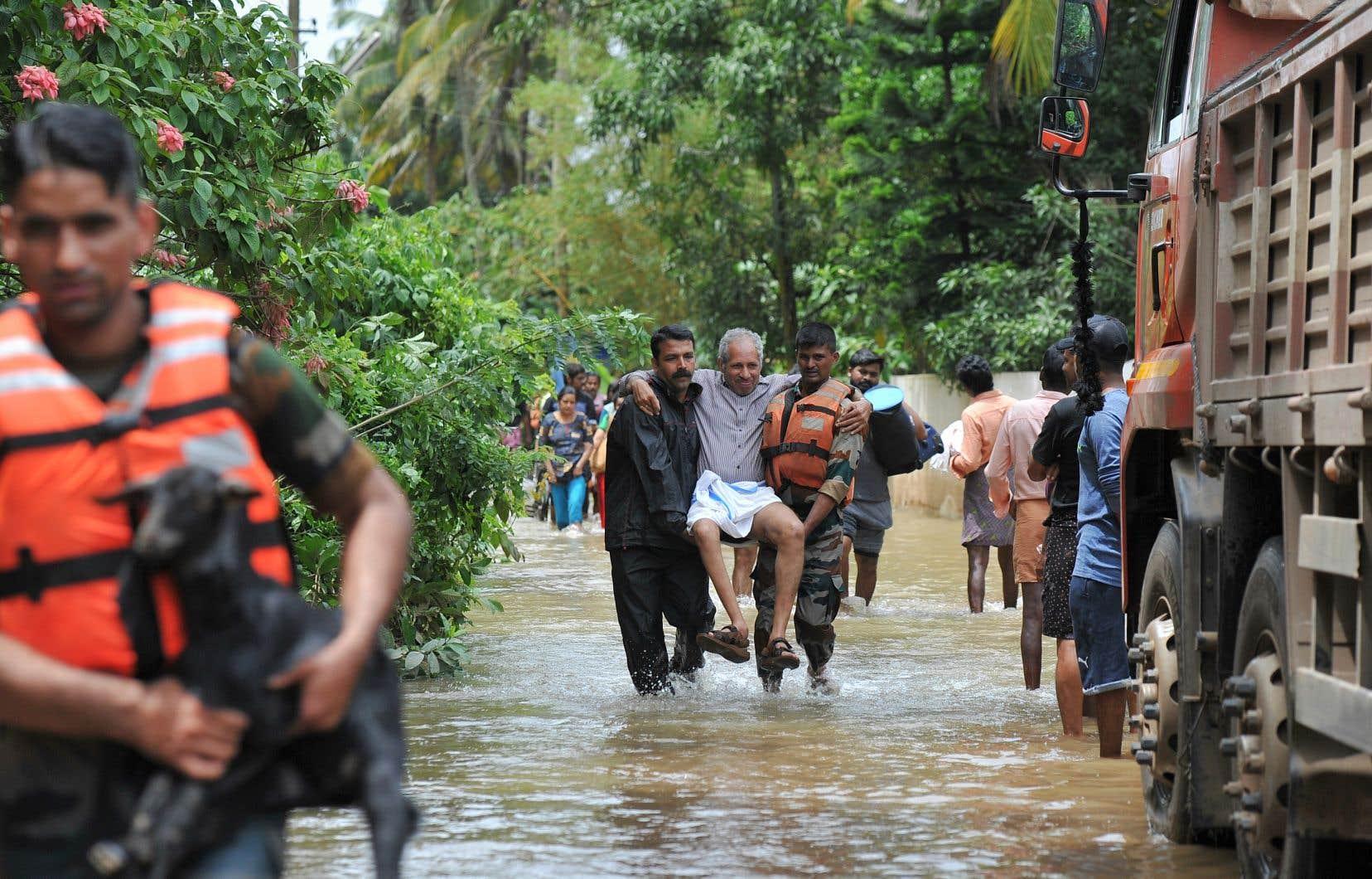 Quelque 350000 personnes sinistrées ont dû se réfugier dans 3000 camps d'urgence.