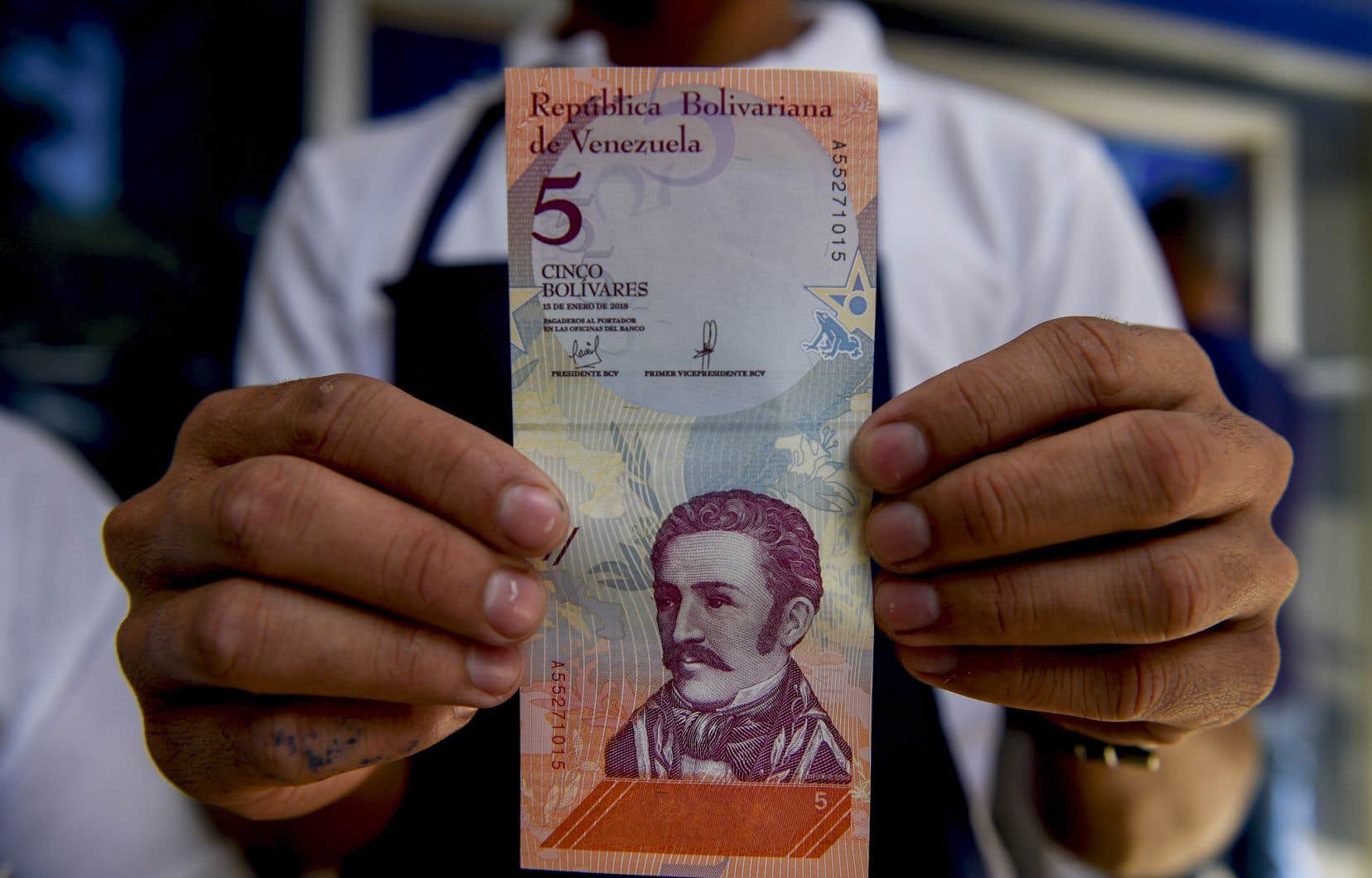 Le gouvernement Maduro a créé de nouveaux billets, le «bolivar souverain», pour réduire l'hyperinflation.