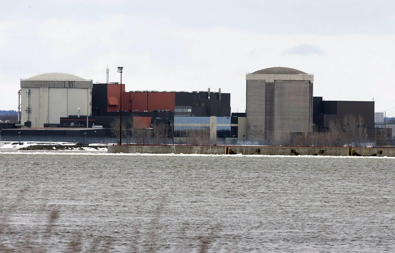 Construit en 1973, le réacteur nucléaire Gentilly-1 à Bécancour se trouve en bordure du fleuve Saint-Laurent.