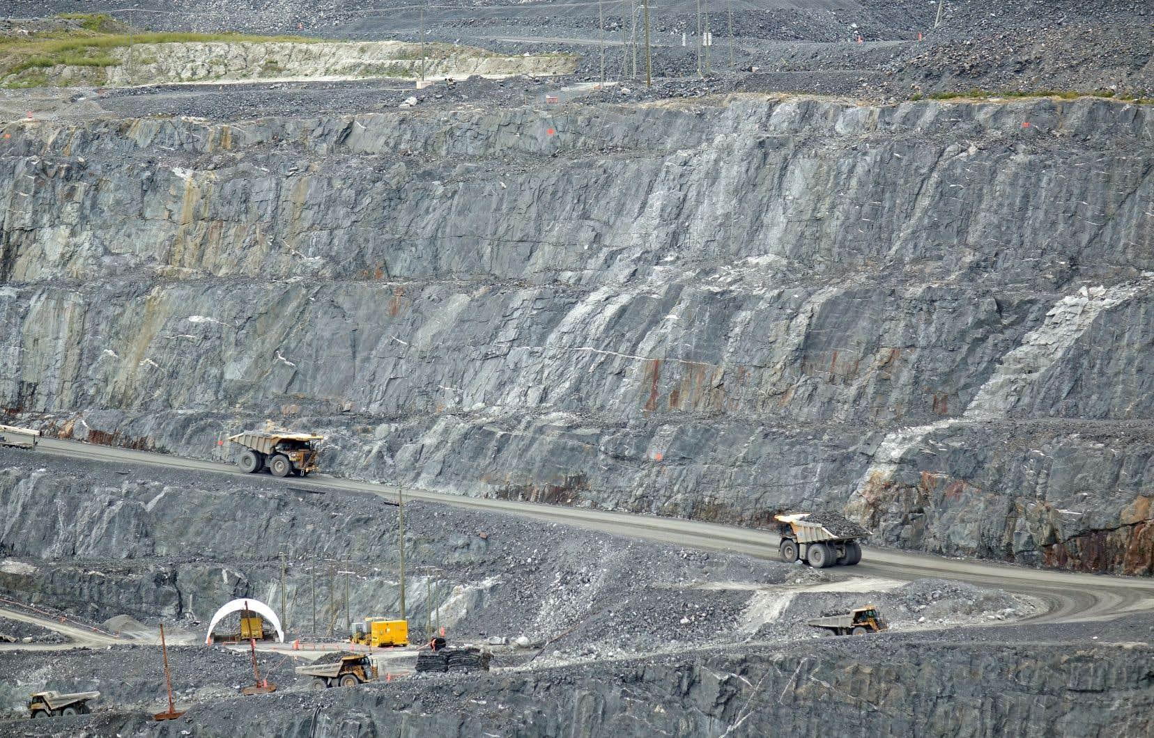 Les établissements implantés à l'extérieur de Montréal et de Québec sont depuis longtemps le terreau de projets de recherche portant sur des secteurs névralgiques dans l'économie de leur région, comme les mines à l'Université du Québec en Abitibi.