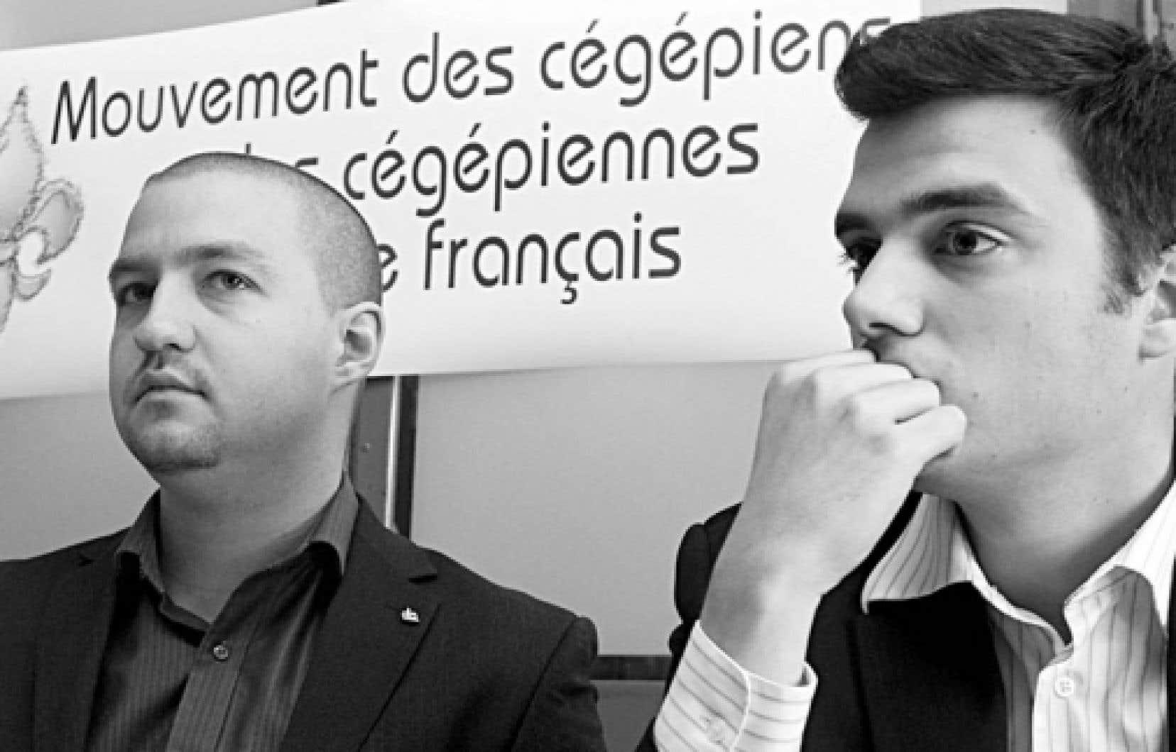 Simon-Pierre Savard Tremblay, du Forum jeunesse du Bloc québécois, et Alexandre Thériault-Marois, président du Comité national des jeunes du Parti québécois.