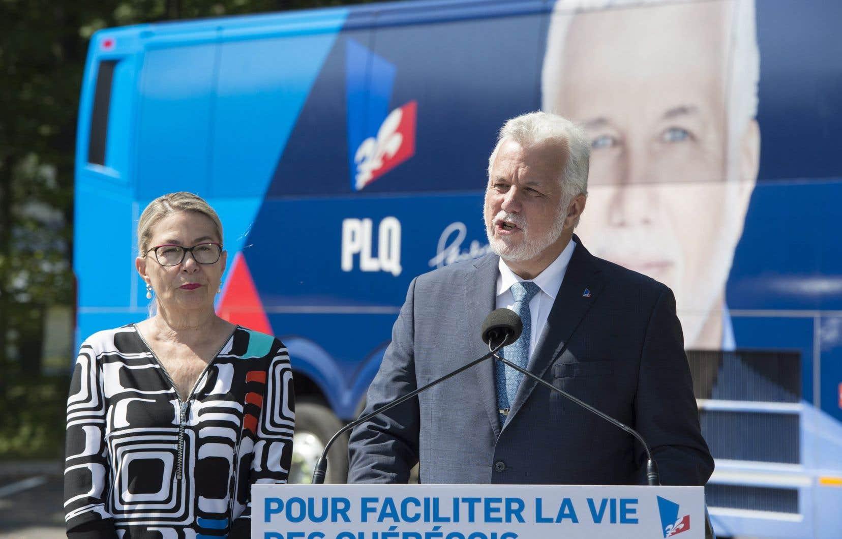 Le chef libéral, Philippe Couillard, a décoché ses premières flèches à l'endroit de la Coalition avenir Québec, qui caracole en tête des sondages.