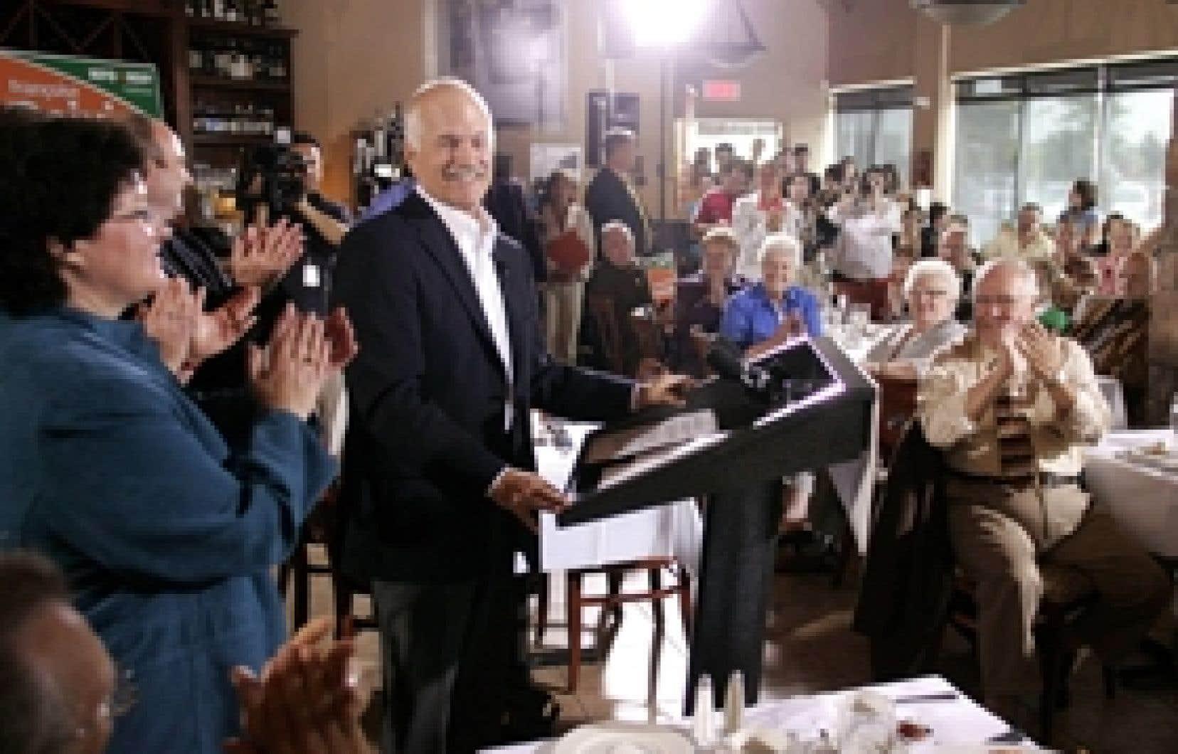Jack Layton a choisi de lancer sa campagne nationale dans Gatineau, où la candidate Françoise Boivin aimerait ravir sous les couleurs néodémocrates un siège qu'elle a occupé comme libérale.
