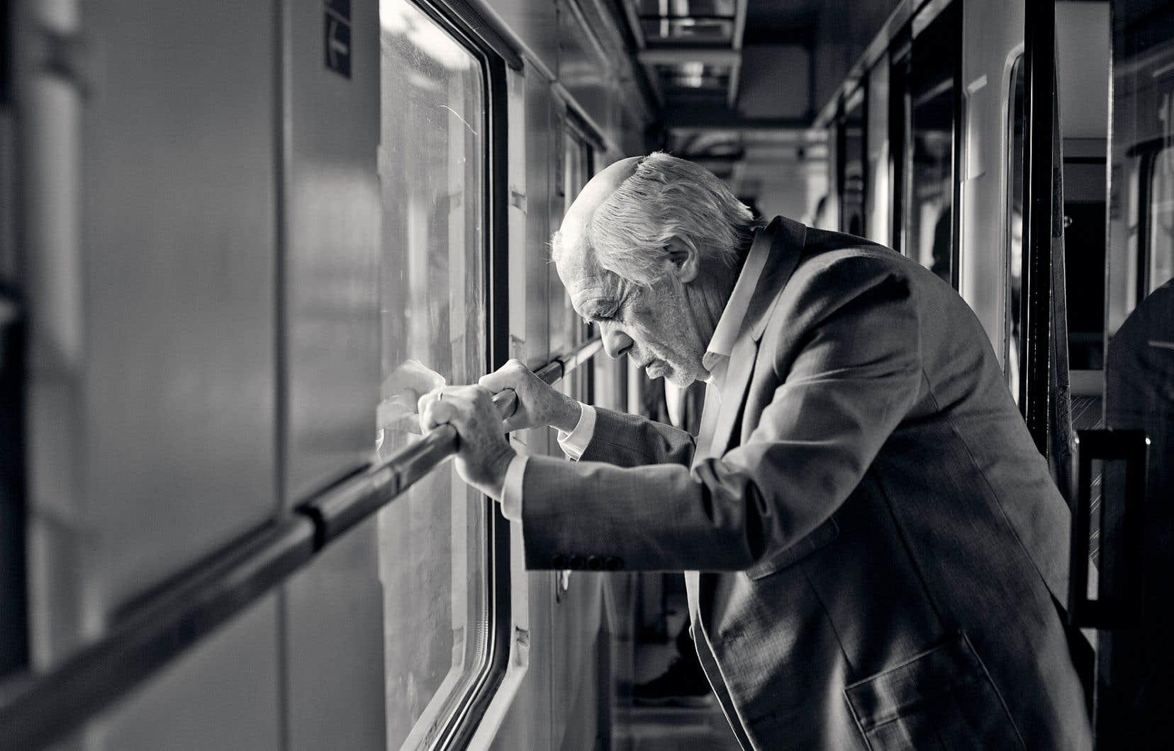 «L'ultime voyage» s'avère un prenant «road movie» crépusculaire, où sont abordés avec tendresse, humour et lucidité les tensions familiales, les affres de la vieillesse et les traumatismes de la Seconde Guerre mondiale.