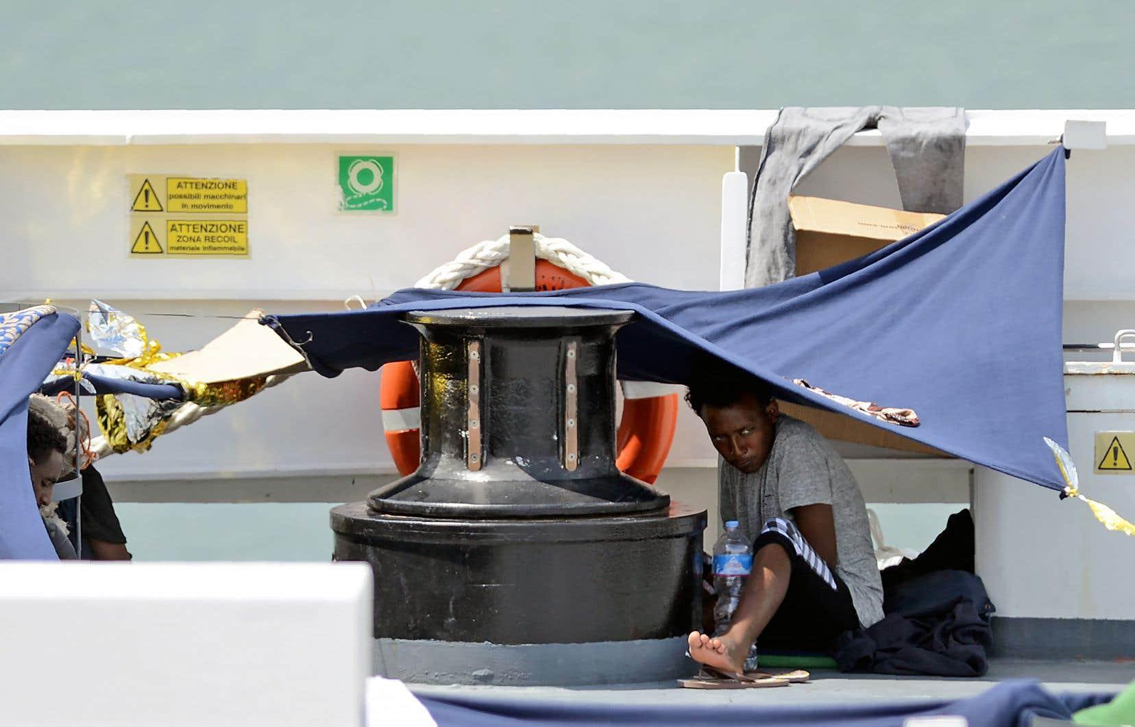 150 migrants sont toujours à bord du «Diciotti» dans un port sicilien, le ministre de l'Intérieur italien refusant catégoriquement leur débarquement.