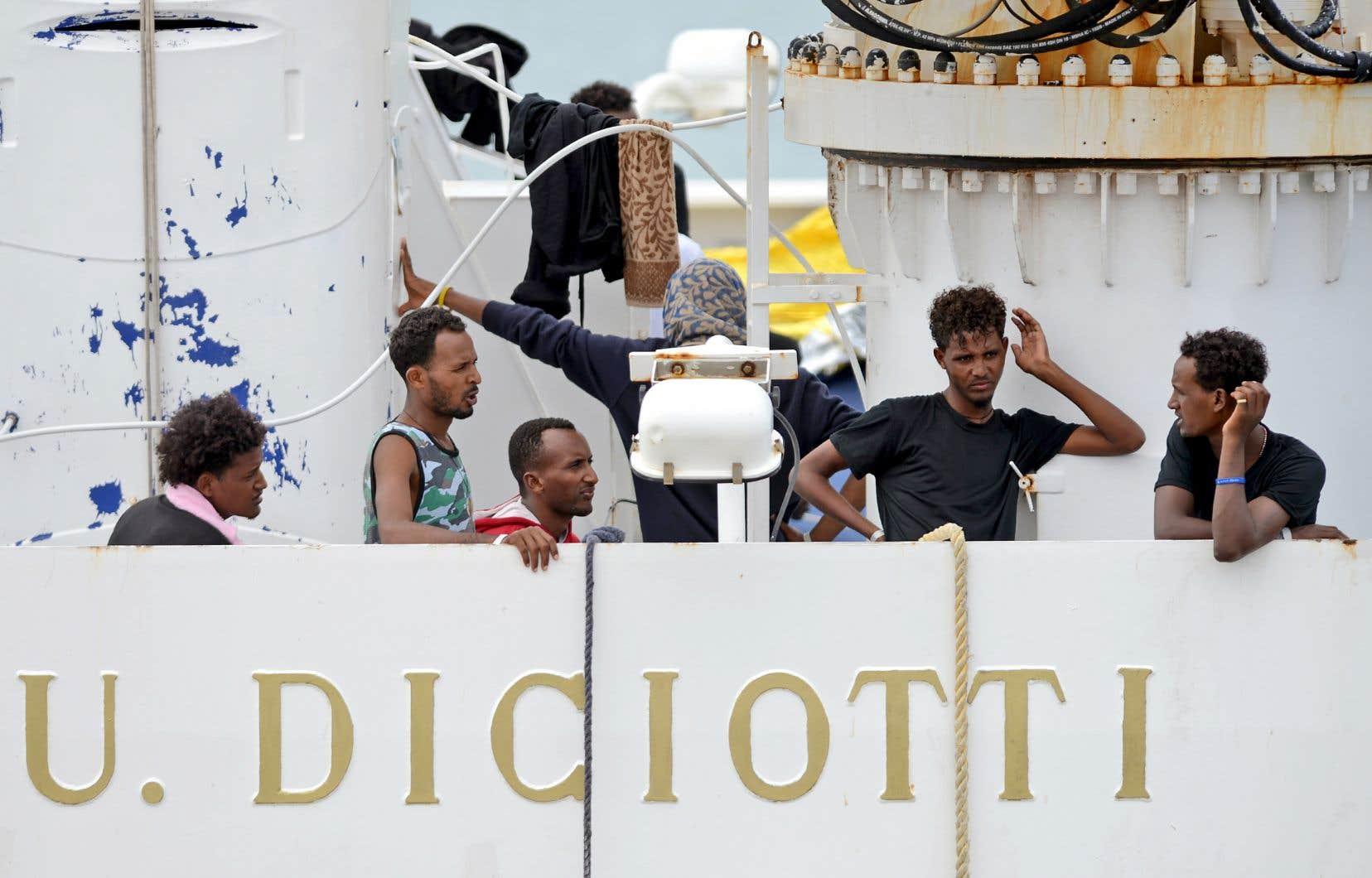 Le procureur du parquet d'Agrigente avait ouvert le premier une enquête sur cette affaire, cherchant à comprendre la chaîne de commandement et à savoir qui a donné l'ordre d'interdire le débarquement des migrants.