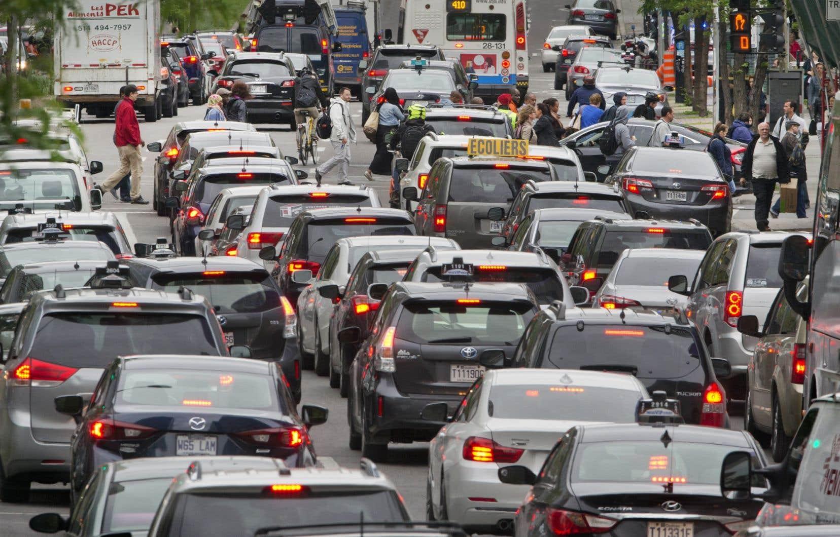 Le chef péquiste, Jean-François Lisée,espère «retirer 150000 véhicules des routes du Québec à l'heure de pointe».