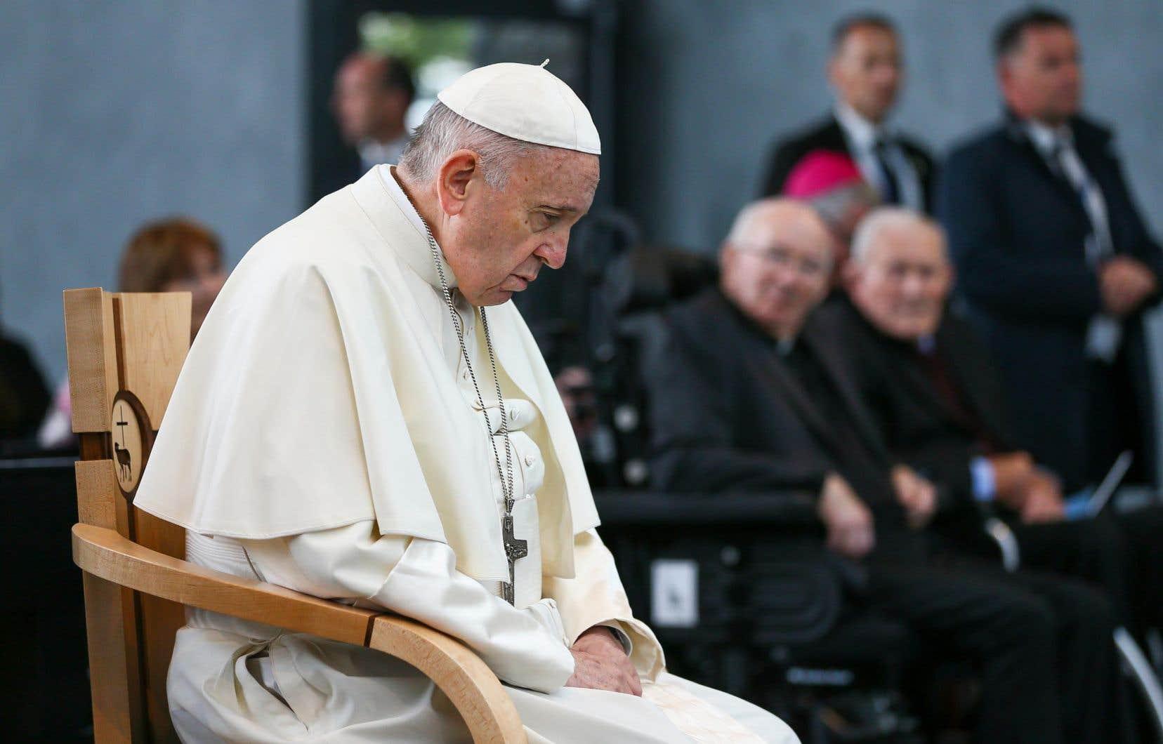 Le pape François prie au sanctuaire de Knock, le 26 août 2018, lors de sa visite en Irlande.