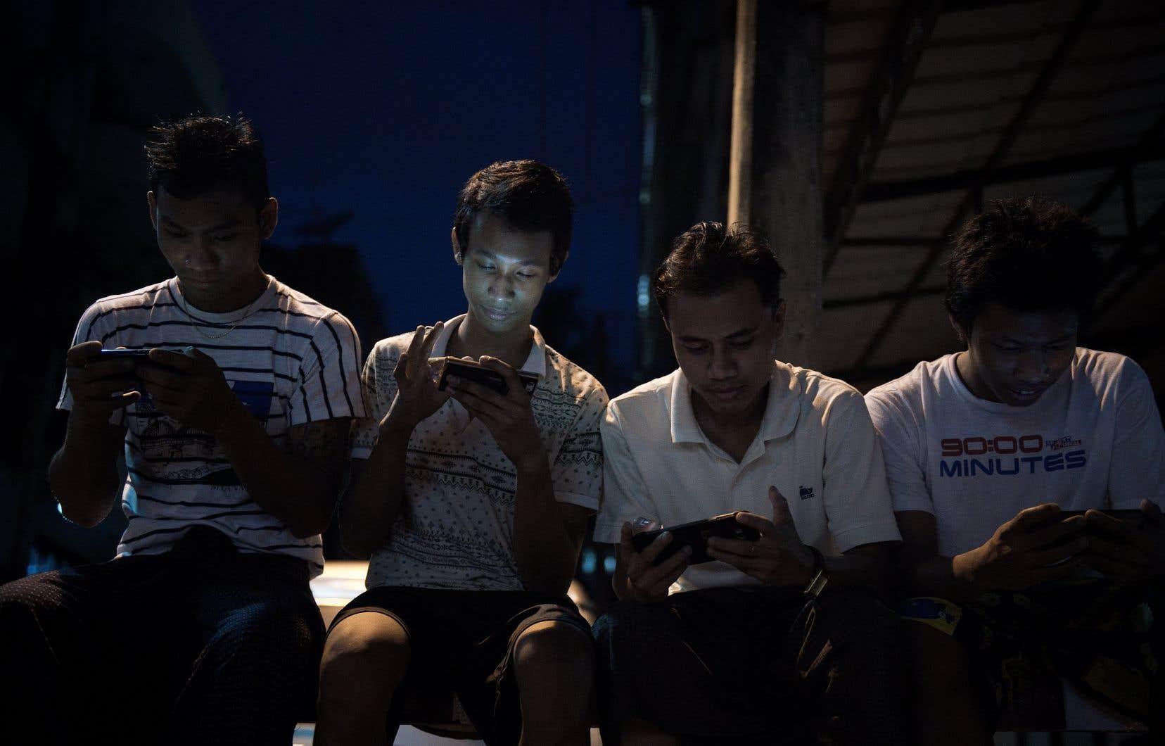 Le Myanmar compte 18 millions de comptes Facebook pour une population de 51 millions d'habitants.