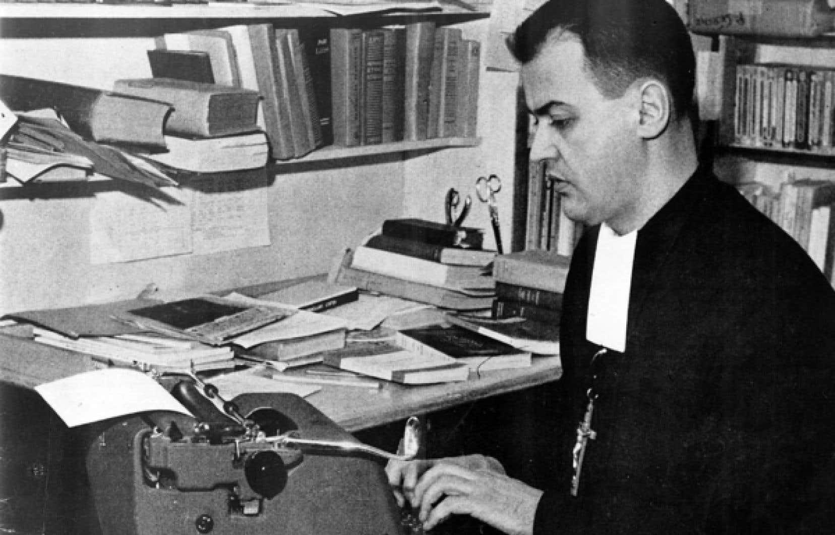 Le frère Untel attaque les programmes sans manuels, une hiérarchie scolaire obsédée par son propre jargon et un culte du secret, dans un texte qu'on croirait écrit hier.