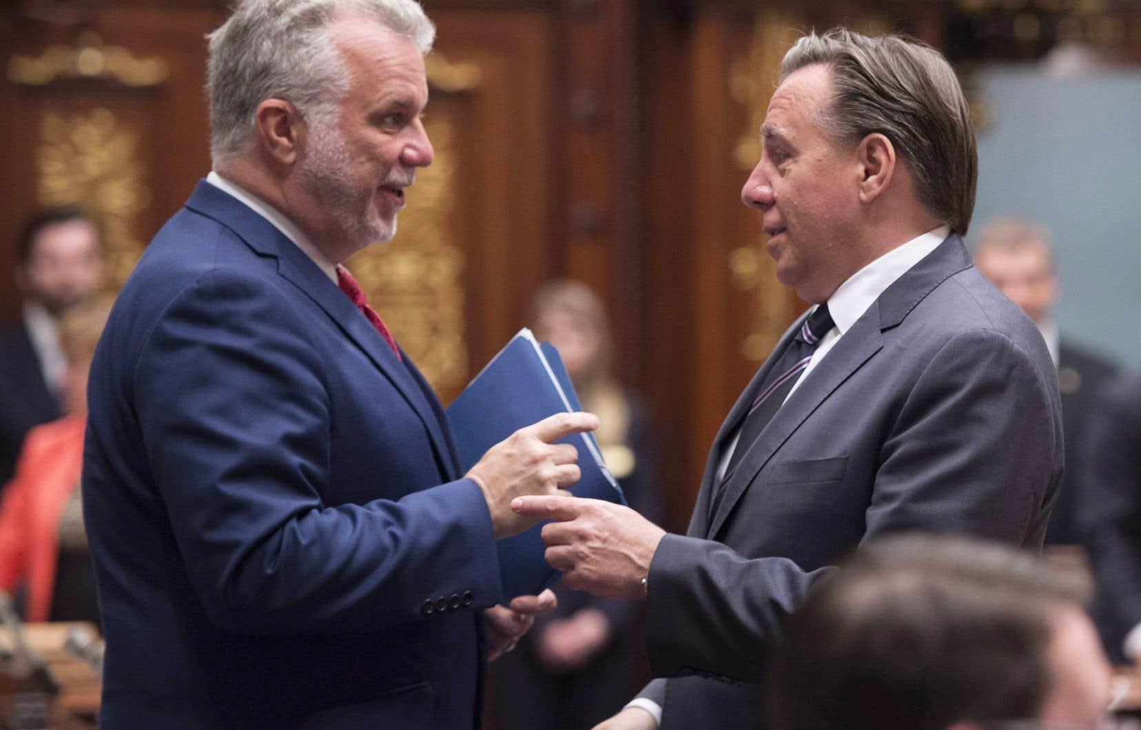 La Coalition avenir Québec conserve son avance, mais reste talonnée par le Parti libéral du Québec.