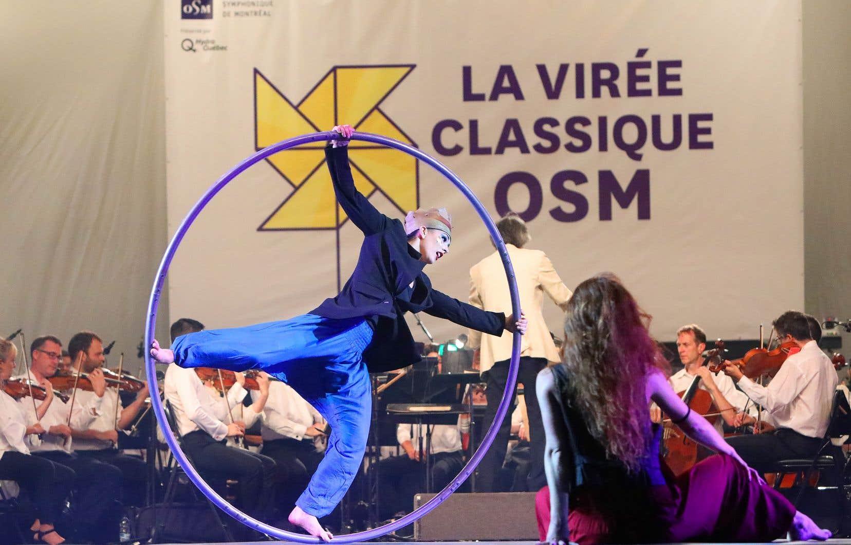 La prestation du Cirque Éloize dans «Shéhérazade» a été très narrative avec des numéros individuels remarquables au sein de tableaux souvent étranges.
