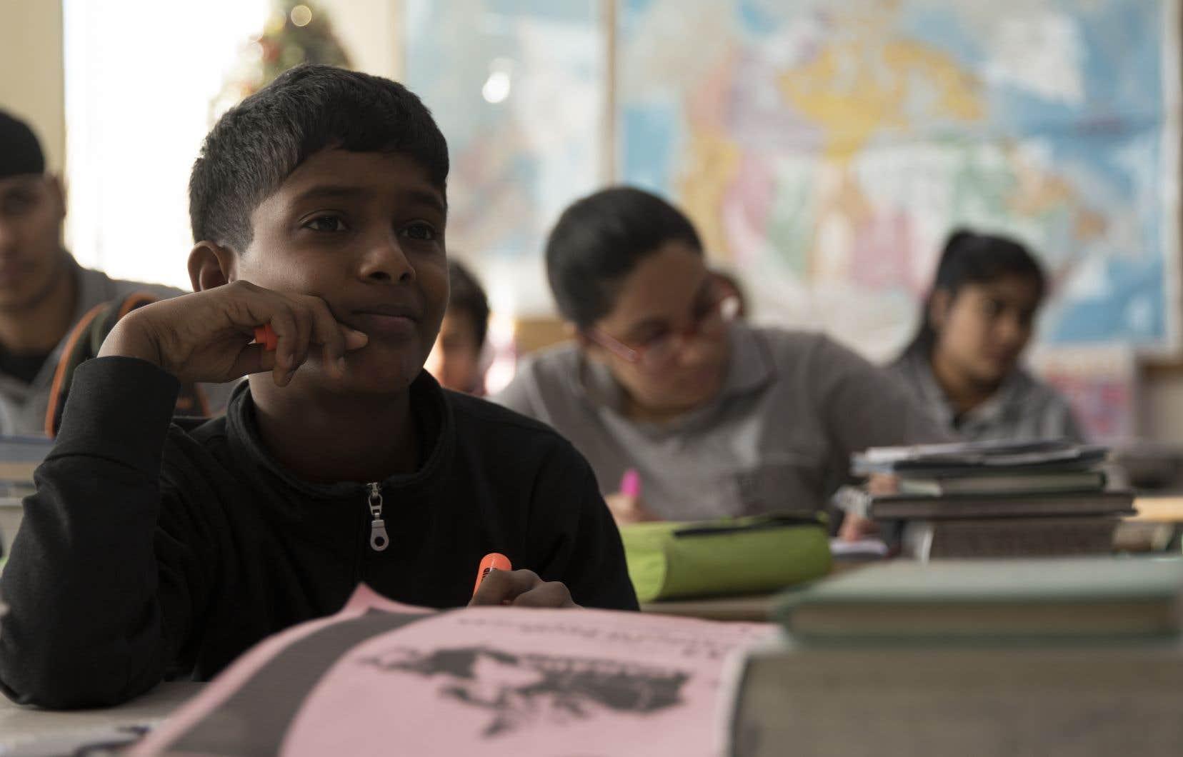 Le regard porté sur ces enfants est tout en douceur, sur le long terme. Au premier plan, le petit Paremee, originaire du Sri Lanka.