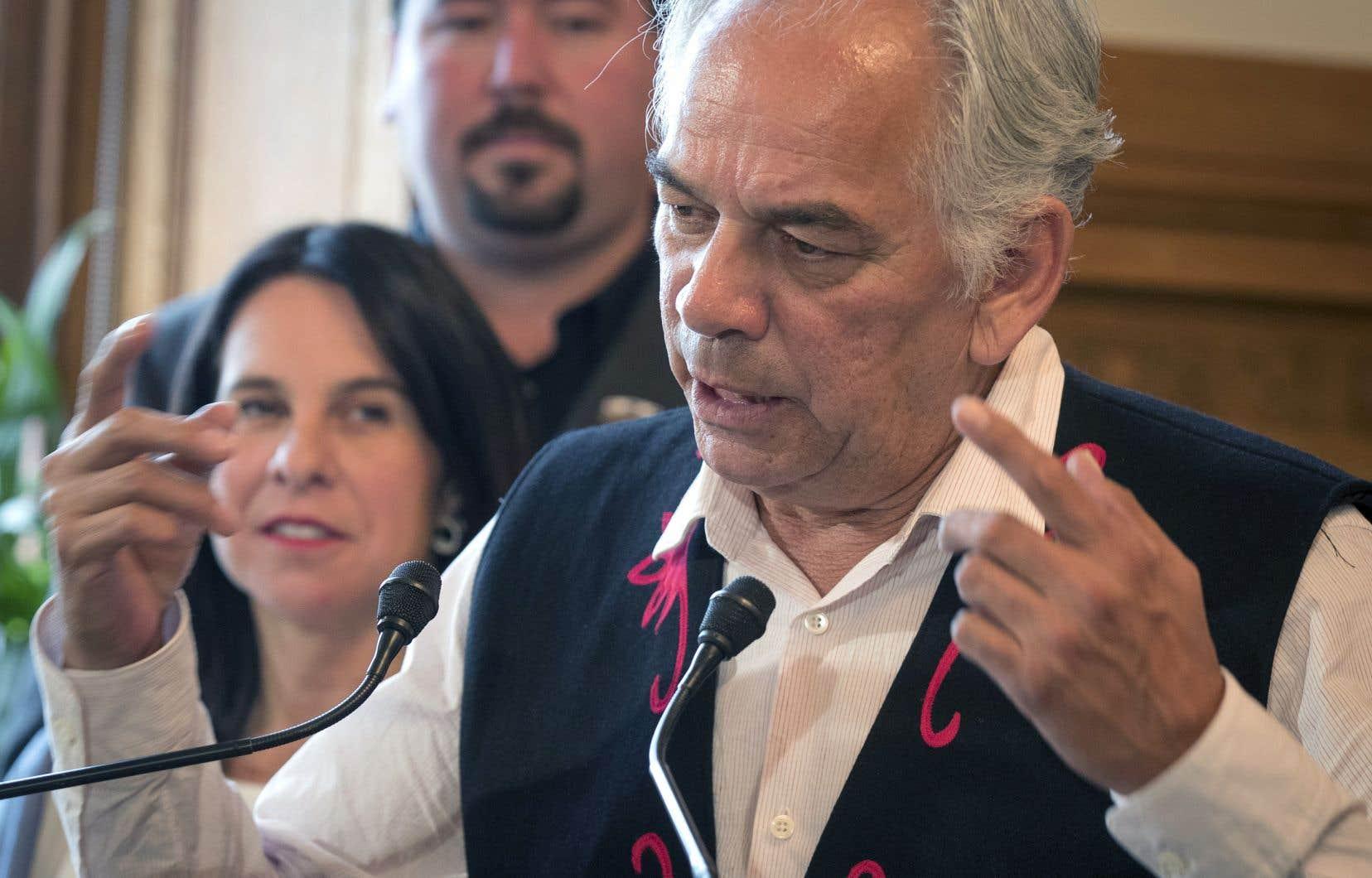 Le chef de l'Assemblée des Premières Nations Québec-Labrador, Ghislain Picard, a mis en relief l'indifférence des politiciens en campagne à l'égard des dossiers qui préoccupent les Autochtones.