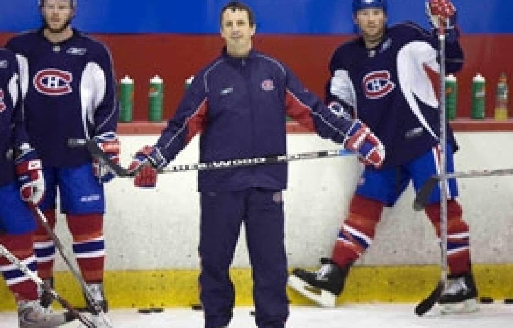 Guy Carbonneau s'est retrouvé pour la première fois derrière le banc du Canadien en 2001-02.