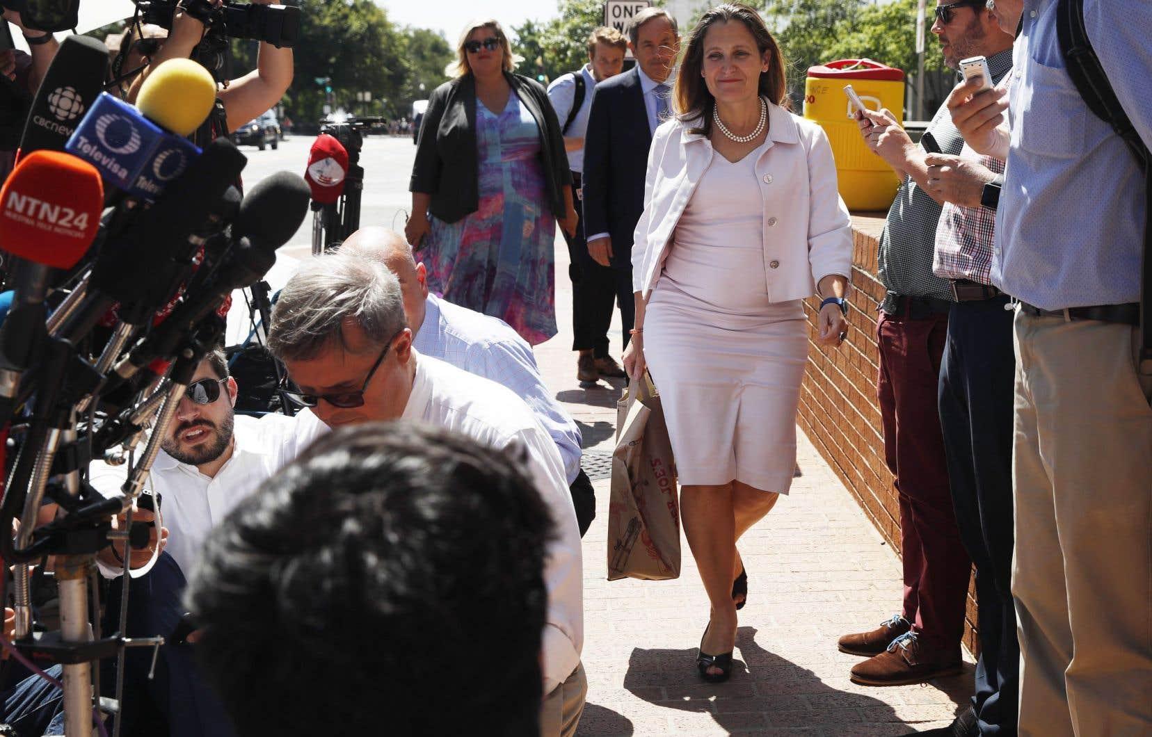 <p>La ministre des Affaires étrangères, Chrystia Freeland, est à Washington pour de nouveaux entretiens avec M.Lighthizer.</p>