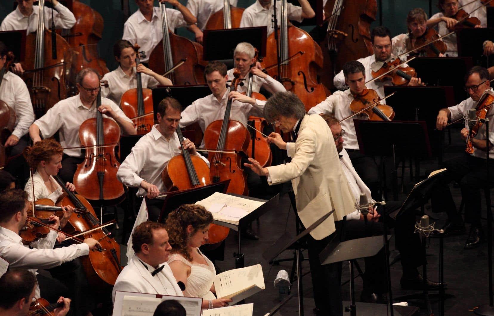 Dès le premier concert dirigé par Kent Nagano, à 12h15, la Maison symphonique remplissait très bien et les couloirs de la Place des Arts se garnissaient à vue d'oeil.