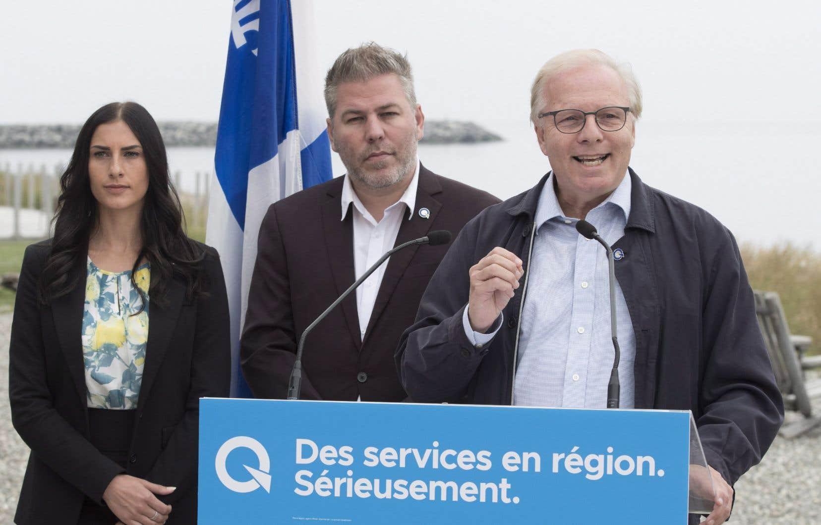 Le chef péquiste, Jean-François Lisée, était de passage à Matane lundi en compagnie des candidatsMéganne Perry Mélançon et Pascal Berubé.