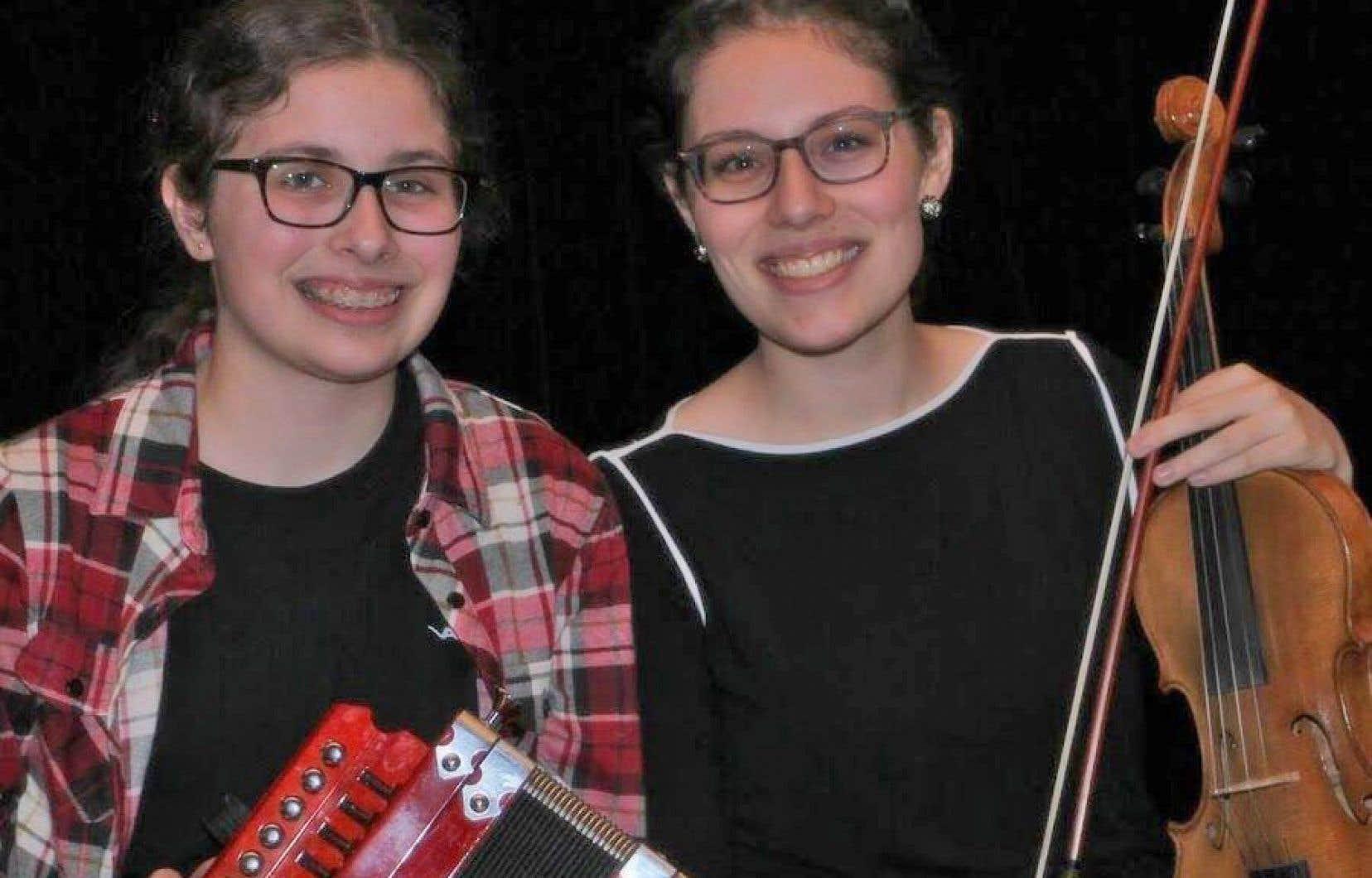 Les sœurs Nicol: Élisabeth, l'accordéoniste (à gauche), et Virginie, la violoniste, qui ont d'abord suivi des cours de piano classique avant d'embrasser la musique trad