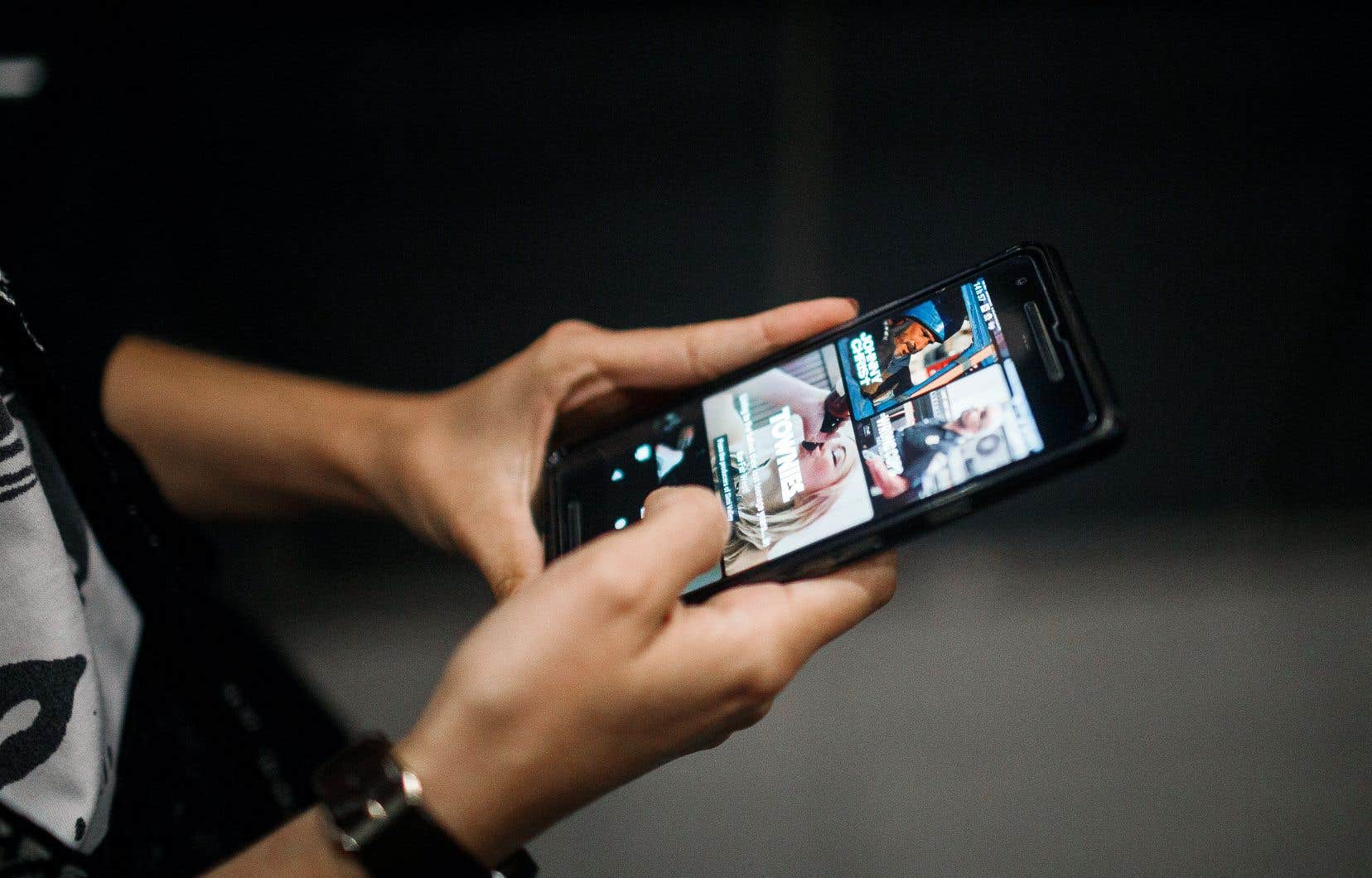 «Entre 19 et 25ans, les jeunes adultes se mettent à davantage écouter des séries en ligne», selon Raymond Poirier, porte-parole du CEFRIO.