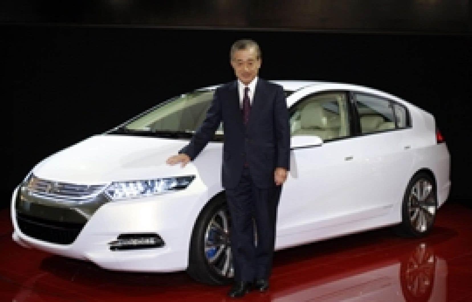 Takeo Fukui, président de Honda, dévoilait avant-hier, la nouvelle Honda Insight hybride, au salon automobile de Paris.