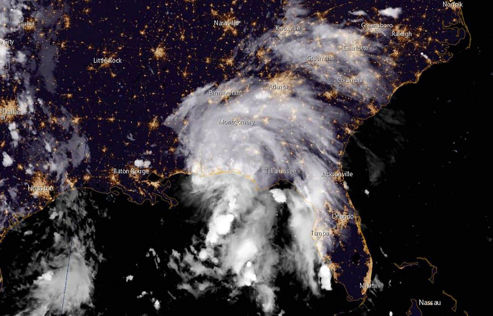 <p>La tempête a touché terre vers la frontière séparant l'Alabama du Mississippi, où l'état d'urgence a été déclaré, et une alerte ouragan restait encore en vigueur.</p>
