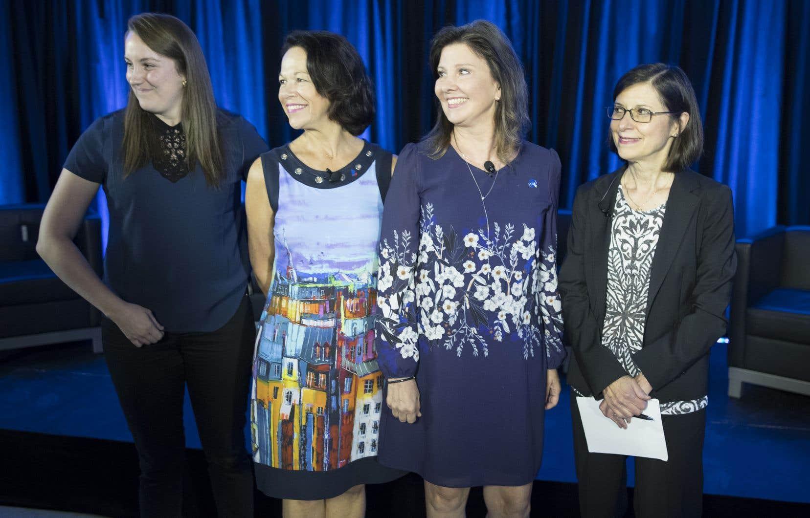 Les candidates Vanessa Roy (QS), Gertrude Bourdon (PLQ), Diane Lamarre (PQ) et Danielle McCann (CAQ) ont croisé le fer, mercredi, lors du débat organisé par la FIQ.