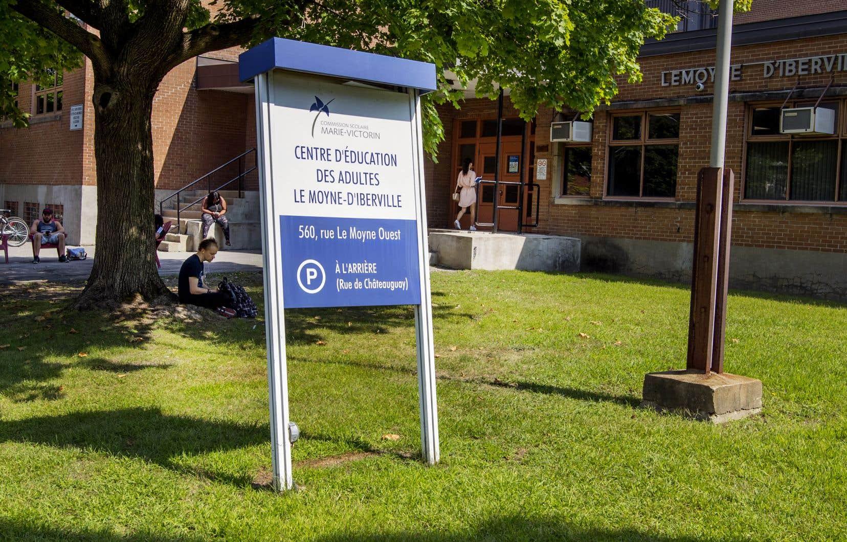 La Commission scolaire Marie-Victorin a contesté les allégations de son employé malgré la preuve démontrant une contamination aux moisissures du Centre d'éducation des adultes Le Moyne-D'Iberville, à Longueuil.