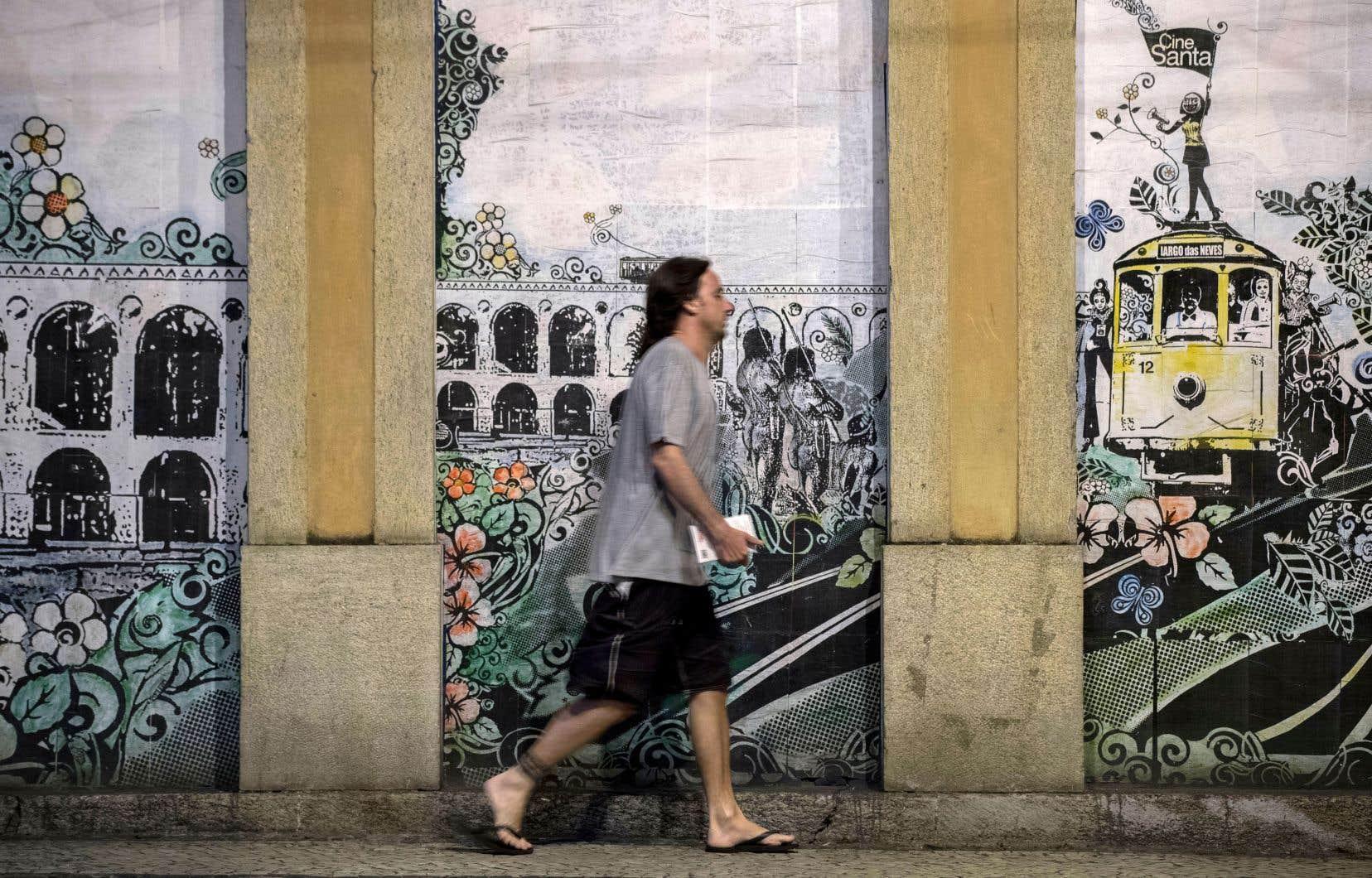 L'art est présent de tous côtés dans les rues de Santa Teresa et il s'inspire souvent du fameux bonde, icône du quartier.