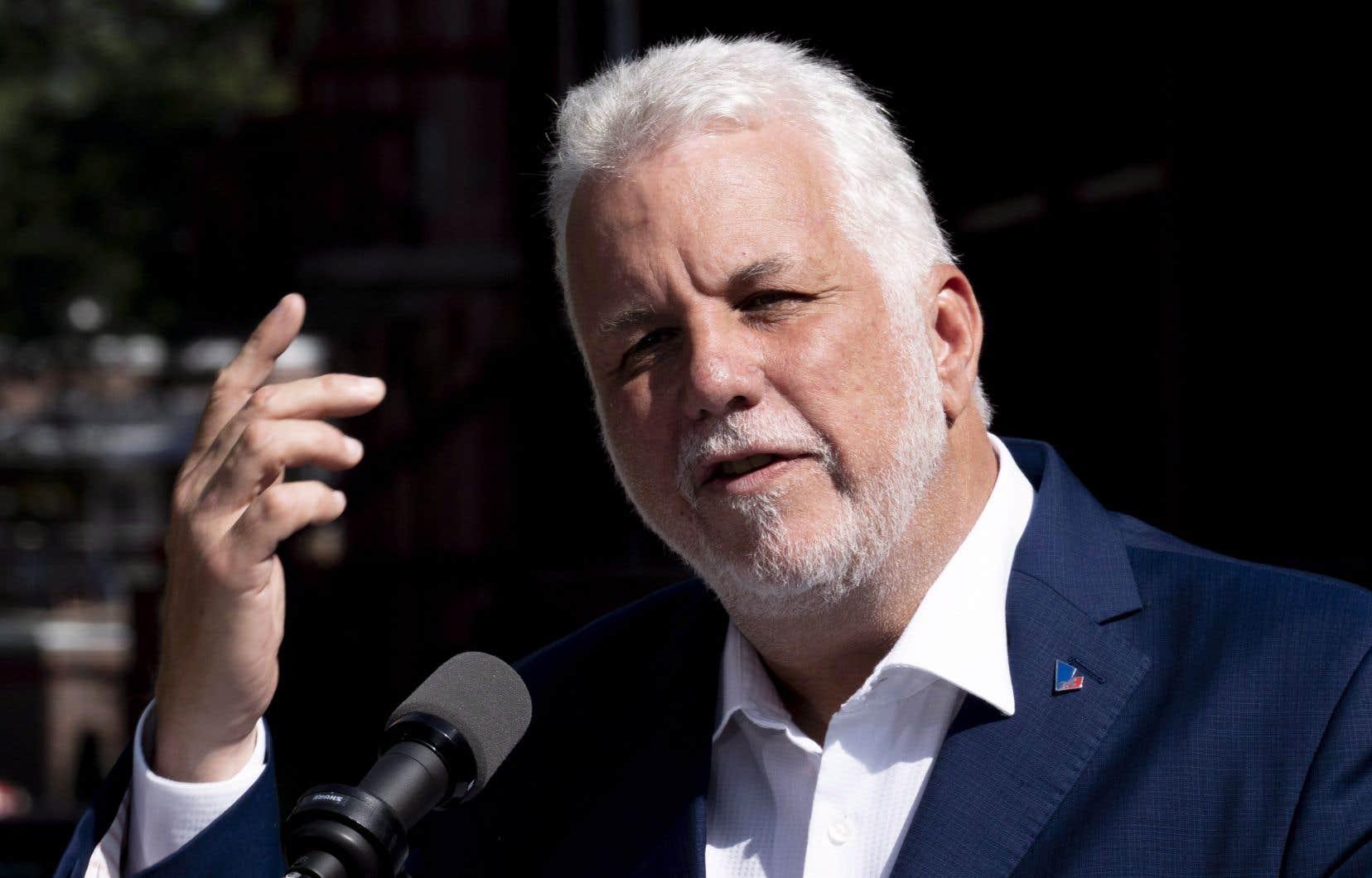 Les centres hospitaliers qui ont adopté des tarifs inférieurs à 7$, ne pourront modifier leur grille tarifaire, a précisé le chef libéral, Philippe Couillard.