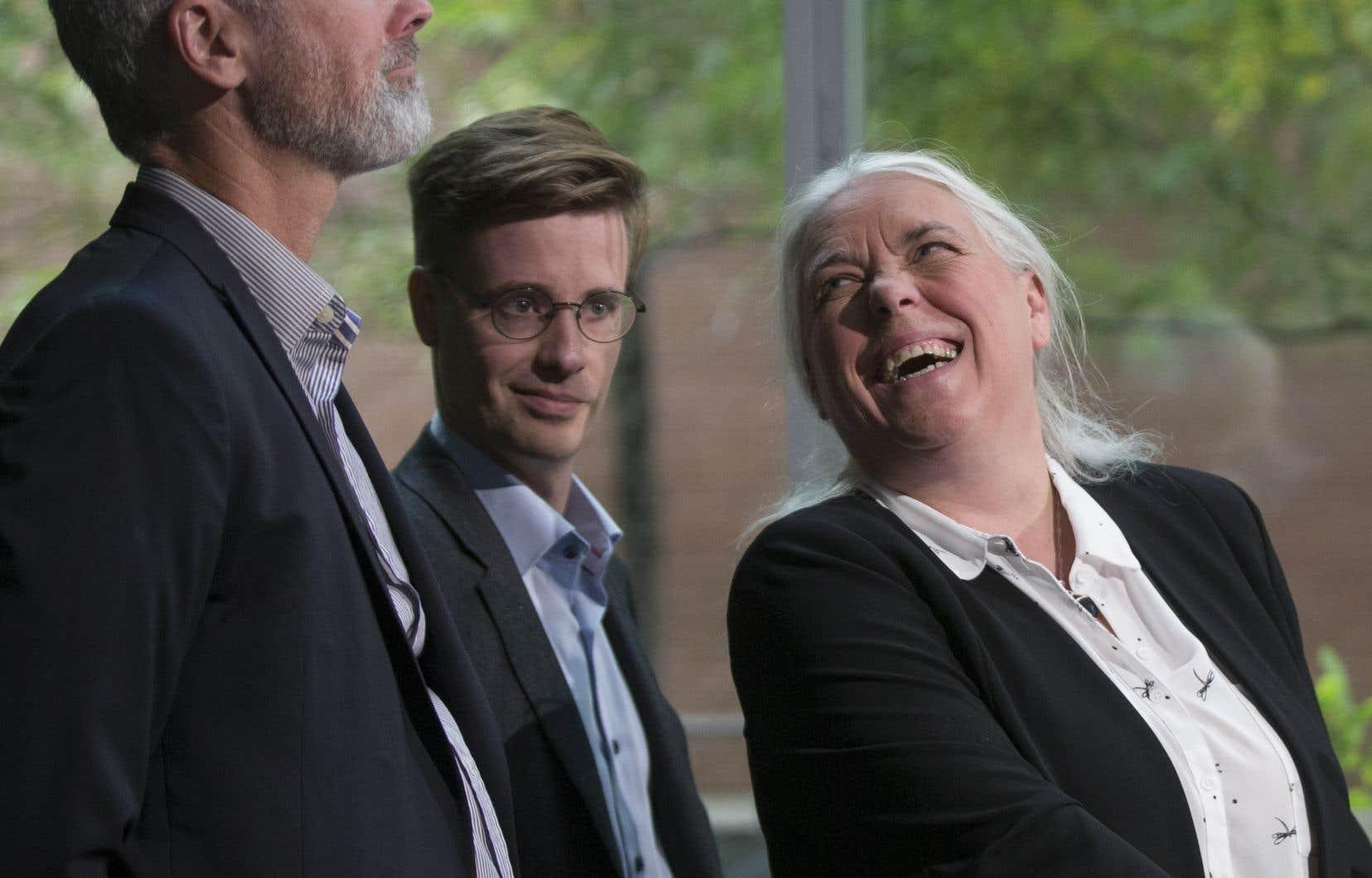 La co-porte-parole de Québec solidaire Manon Massé avec Vincent Marissal (à gauche), candidat solidaire dans Rosemont, et Simon Tremblay-Pepin, candidat solidaire dans Nelligan.
