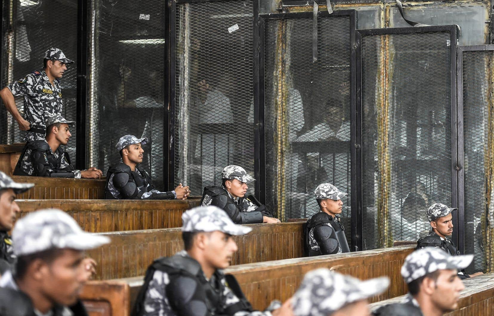 Au total, 739 personnes étaient jugées samedi, accusées pour la plupart d'avoir tué des policiers ou d'avoir vandalisé des biens publics en août 2013, lors d'émeutes auCaire.