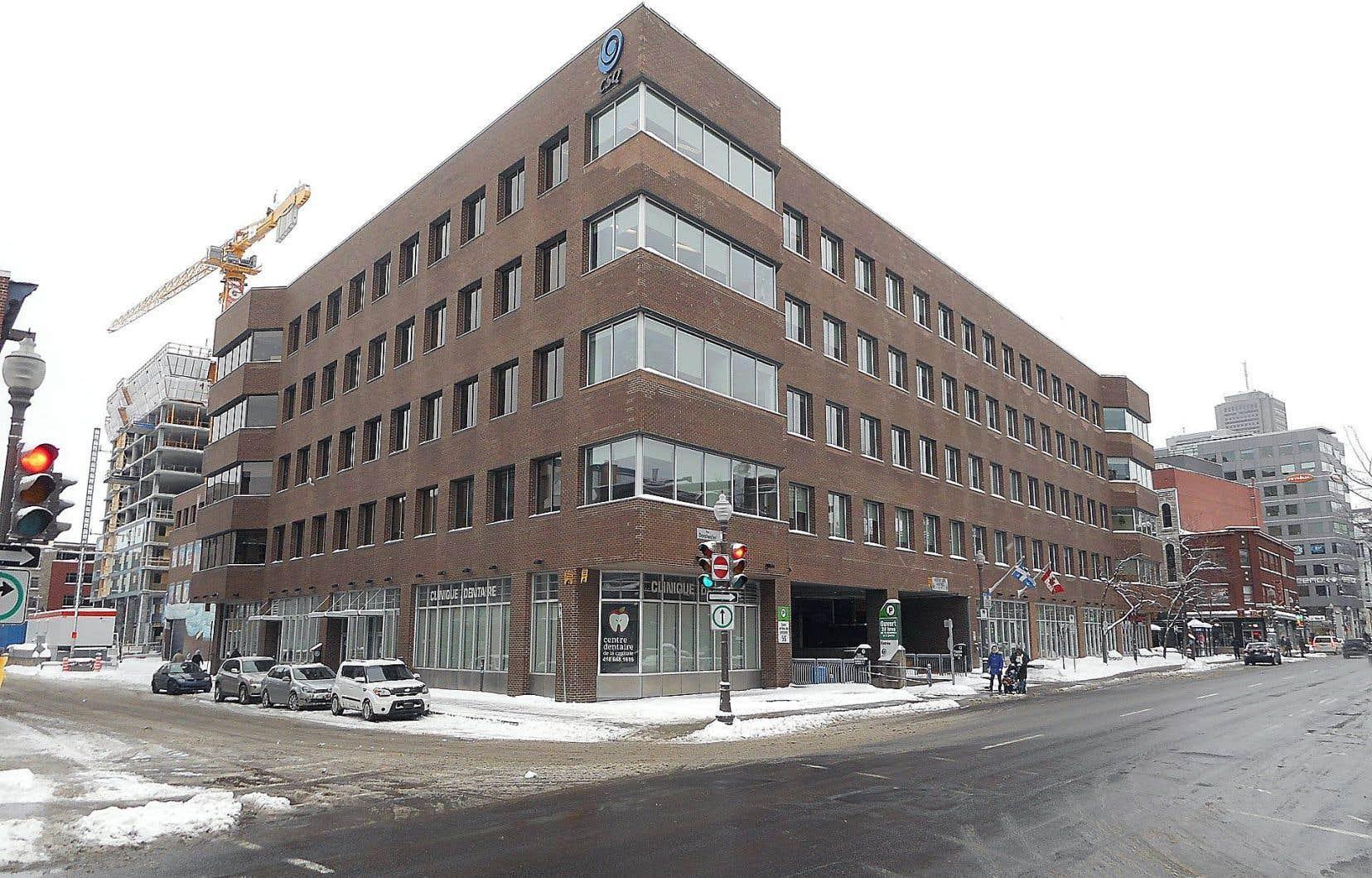 Les tours de refroidissement du Complexe Place Jacques-Cartier, dans le quartier où habitaient les victimes, ont été établies comme étant la source de propagation de l'infection.
