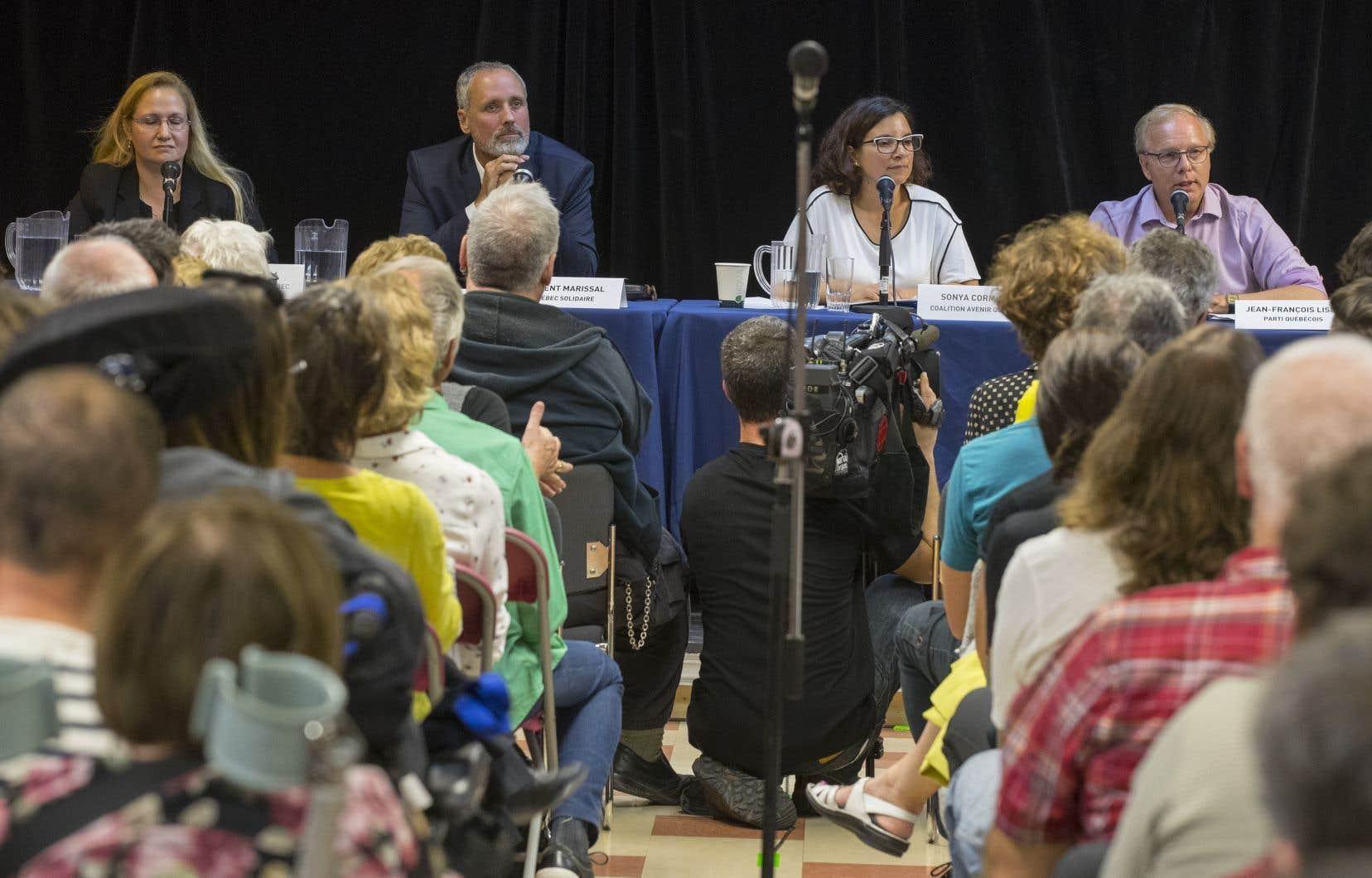 De gauche à droite: Agata La Rosa (PLQ), Vincent Marissal (QS) Sonya Cormier (CAQ) et Jean-François Lisée (PQ)