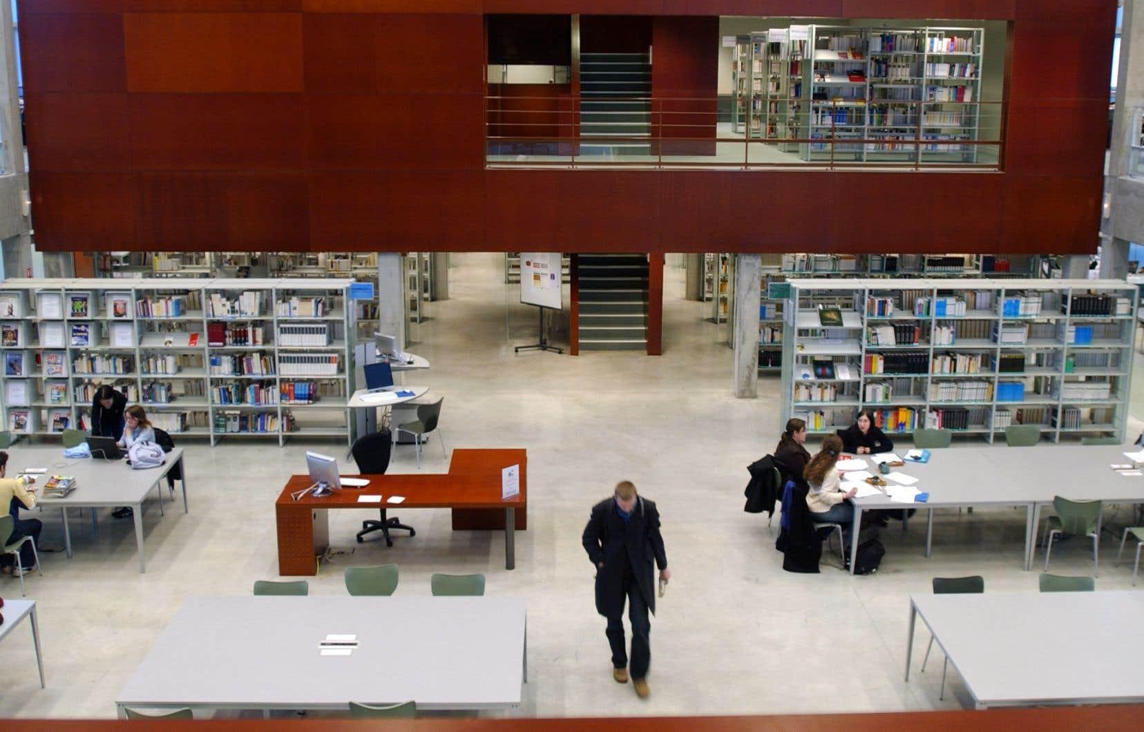Les frais d'abonnement aux magazines scientifiques accaparent désormais 73% des budgets d'acquisition des bibliothèques universitaires.