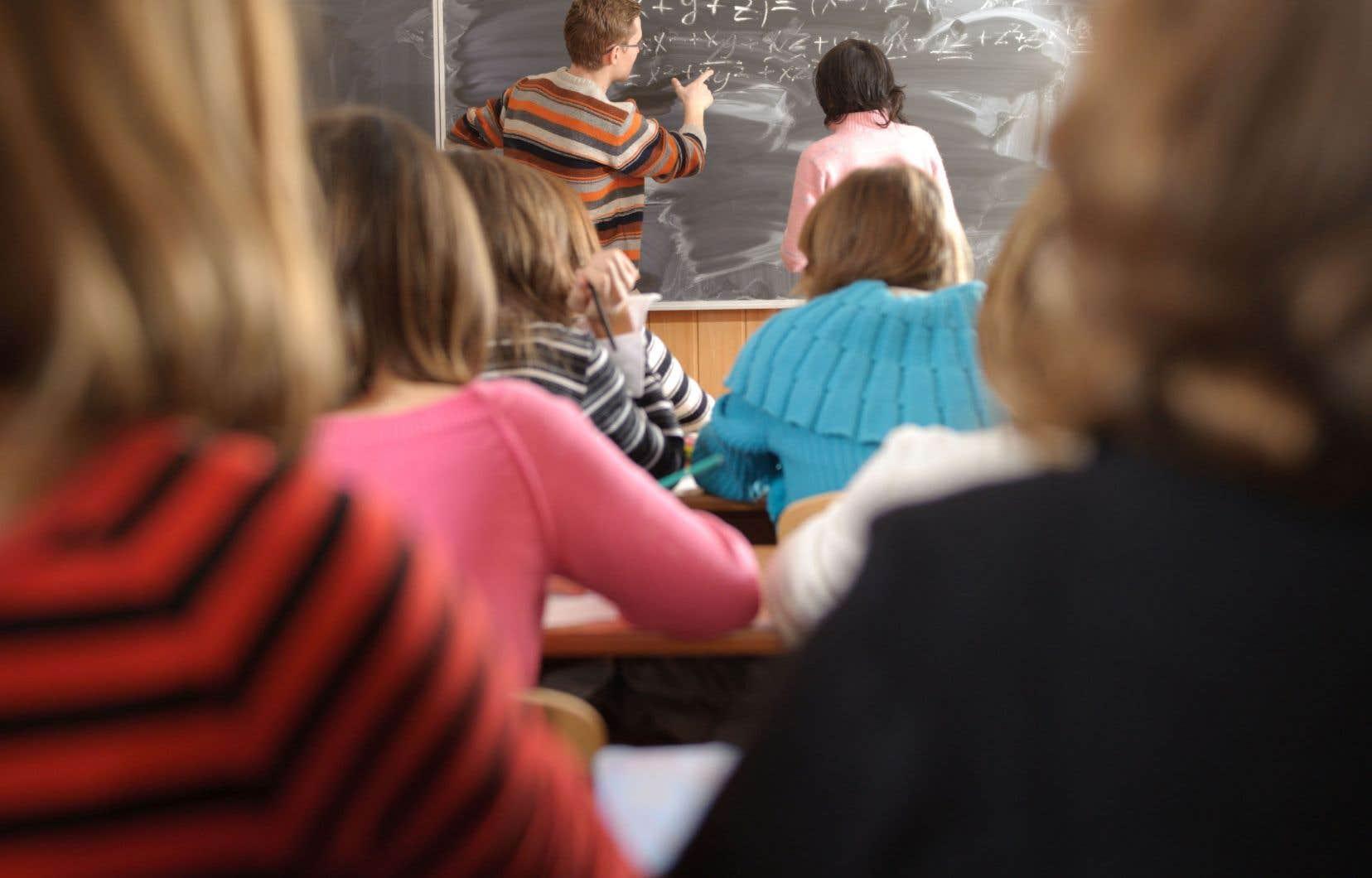 On constate que, même dans le réseau collégial, il y a de plus en plus d'élèves aux besoins particuliers qui, pour réussir, doivent être entourés de personnel de soutien et de professionnels.