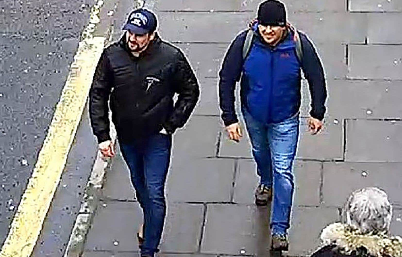 Les deux hommes en question ressemblent aux deux suspects dont les photos ont été diffusées par le Royaume-Uni.