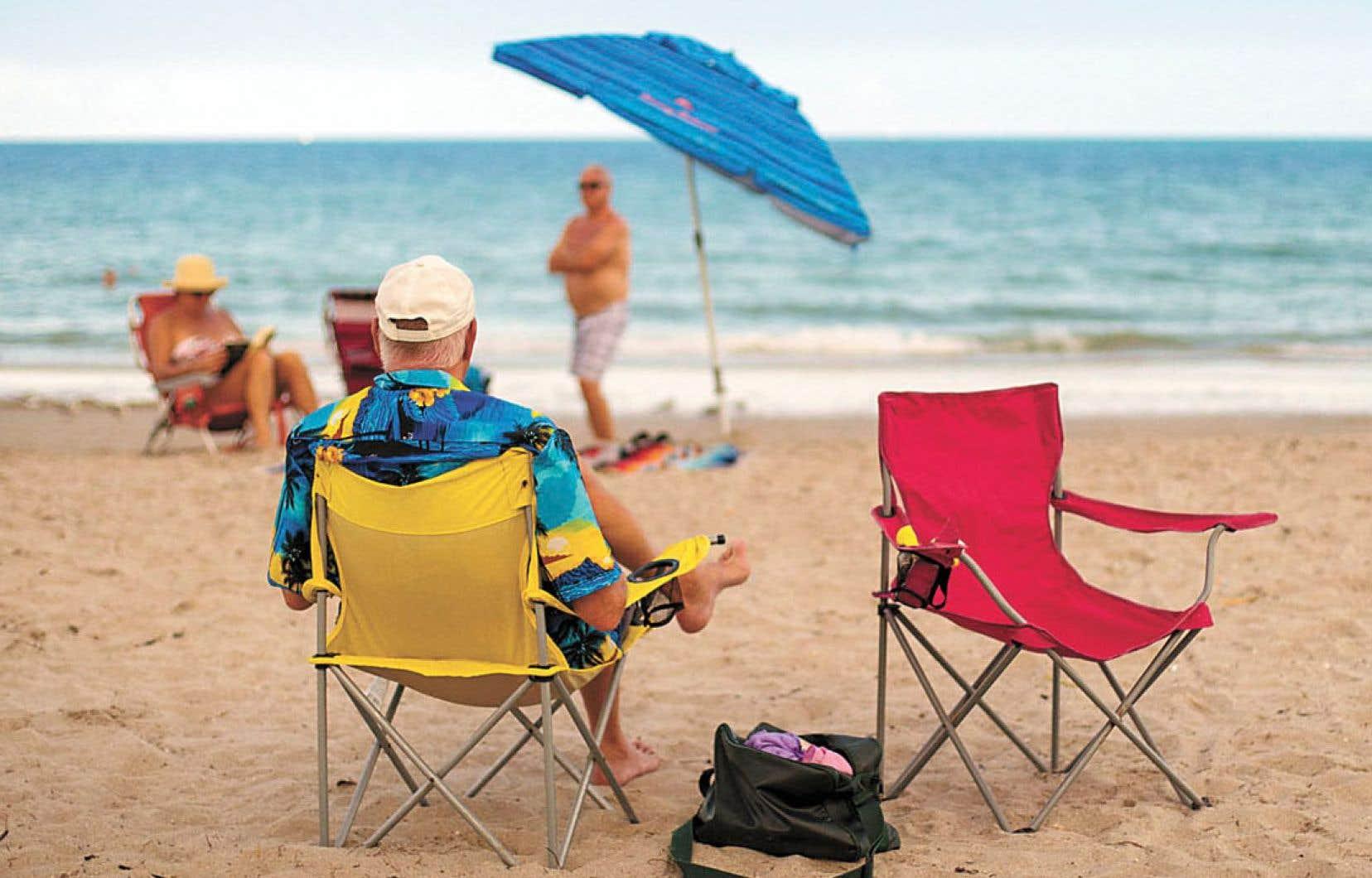 Le documentaire se déroule sous le soleil radieux de la Floride, et au milieu d'un décor kitsch.