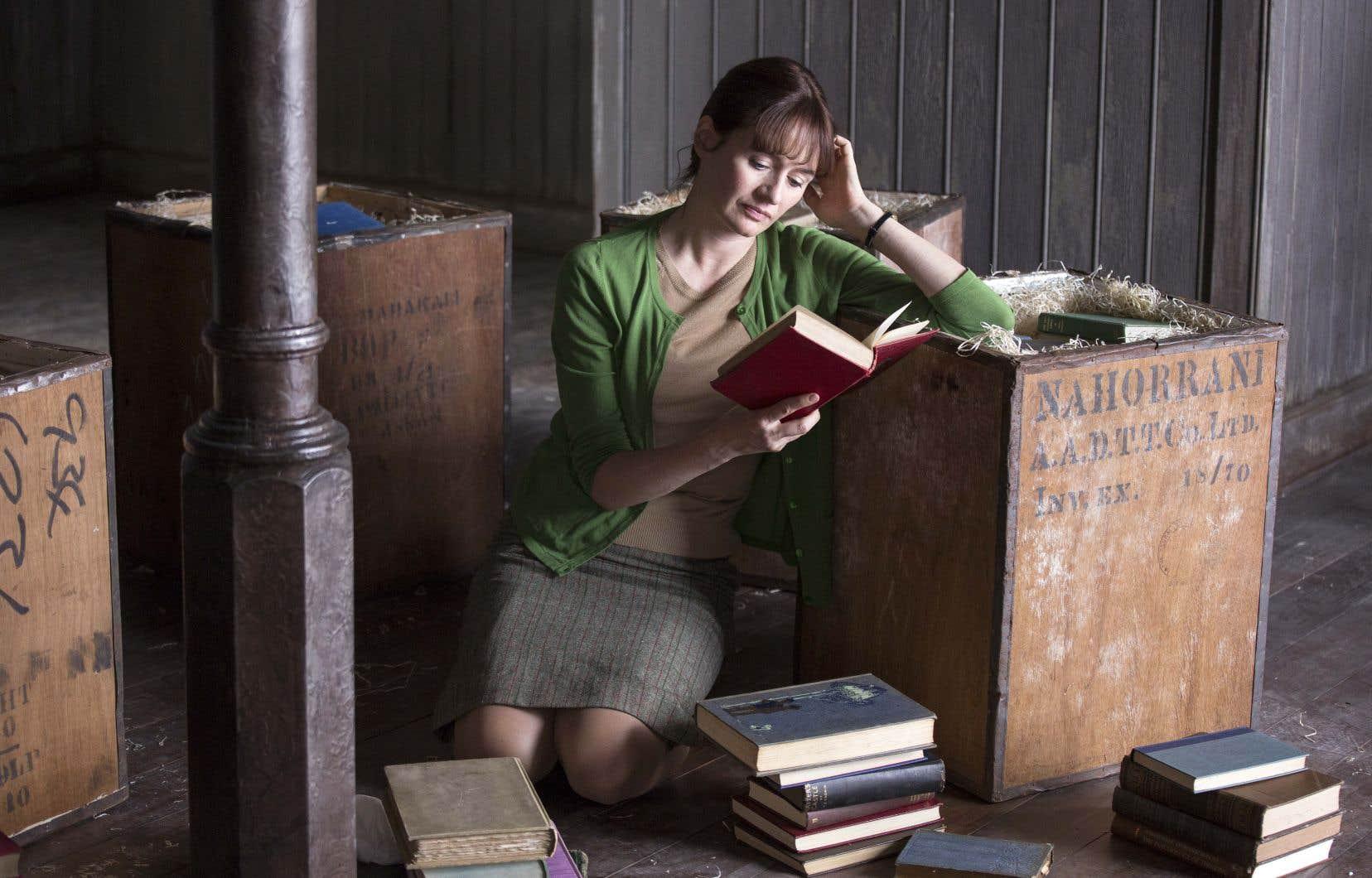 Emily Mortimer incarne Florence Green avec un mélange de passion et de droiture absolument irrésistible.