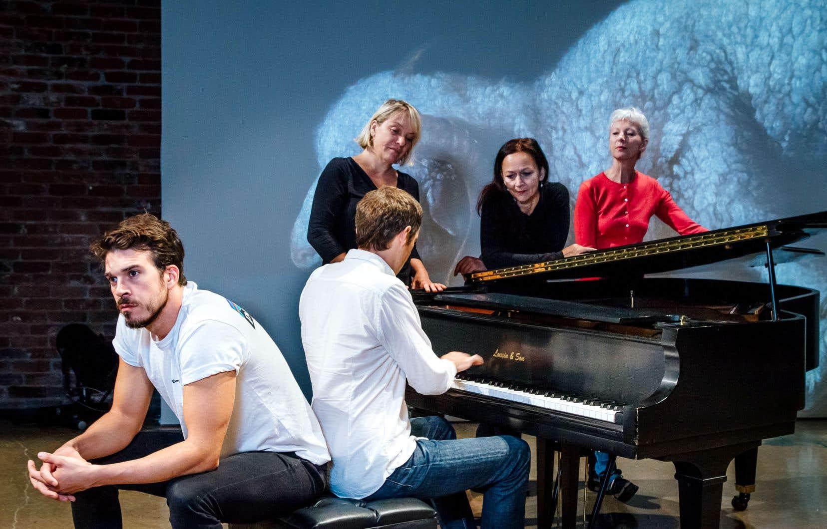 L'équipe de «Golgotha Picnic» croquée entre deux répétitions: la metteure en scène Angela Konrad, le pianiste David Jalbert et les comédiens Samuel Côté, Lise Roy, Sylvie Drapeau et Dominique Quesnel.