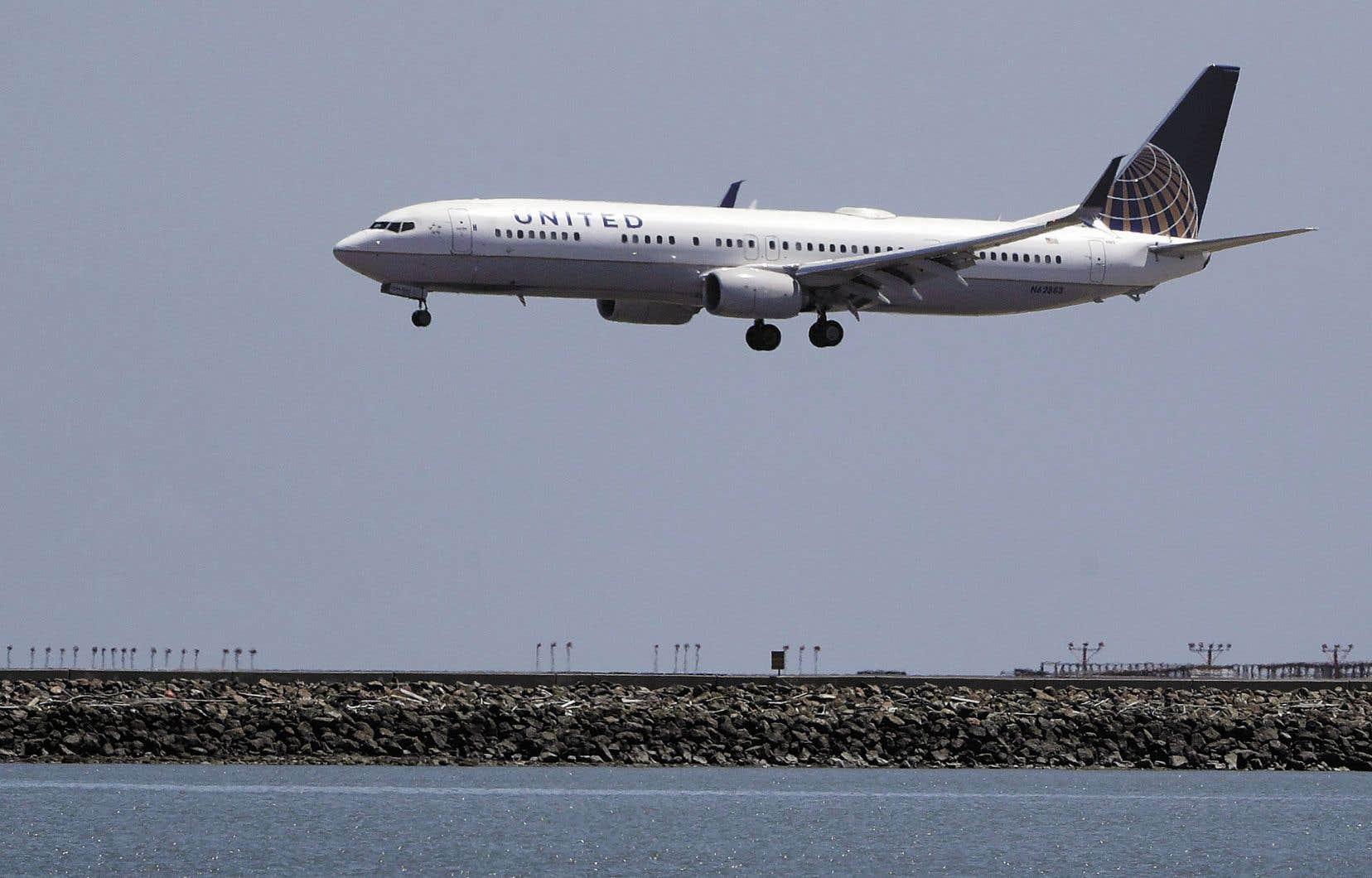 Un avion de United Airlines s'apprêtant à atterrir à San Francisco en 2017