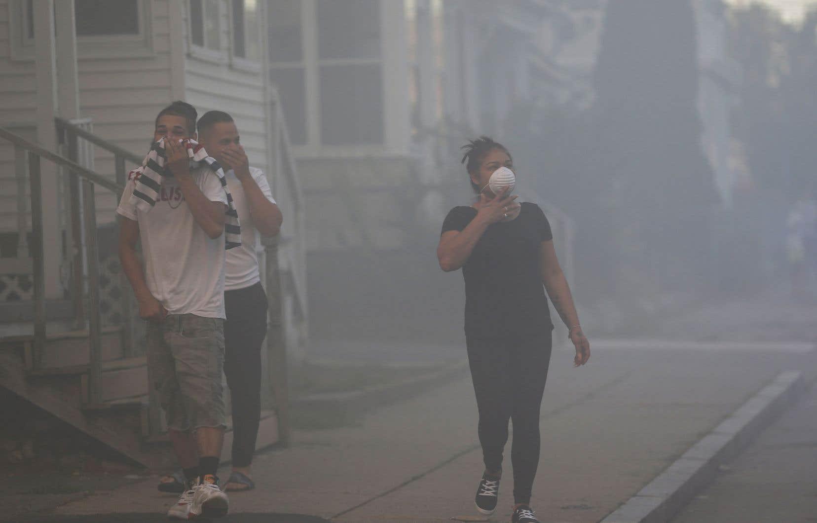 <p>L'ensemble du secteur a été évacué tandis que les pompiers cherchaient à éteindre les flammes et à fermer les réseaux gazier et électrique afin d'éviter des dégâts encore plus importants.</p>