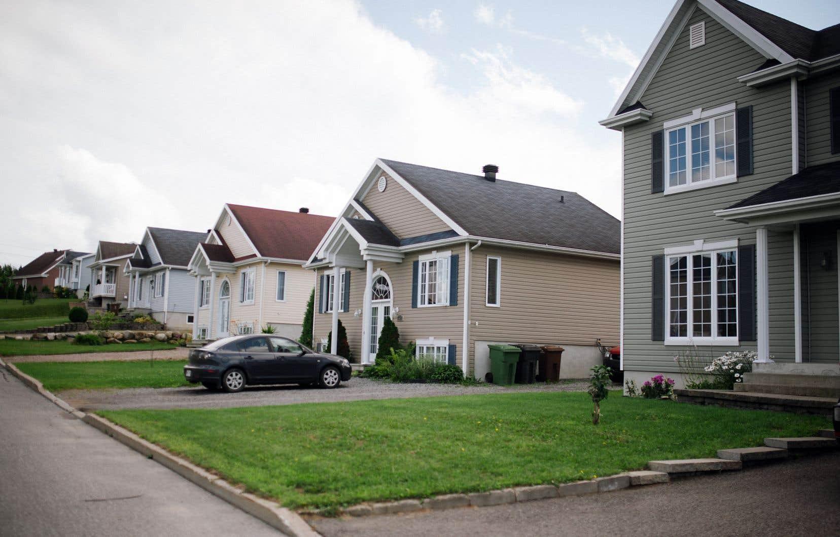 Le marché immobilier a ralenti dans un contexte de resserrement des règles de financement hypothécaire et de hausse des taux d'intérêt.