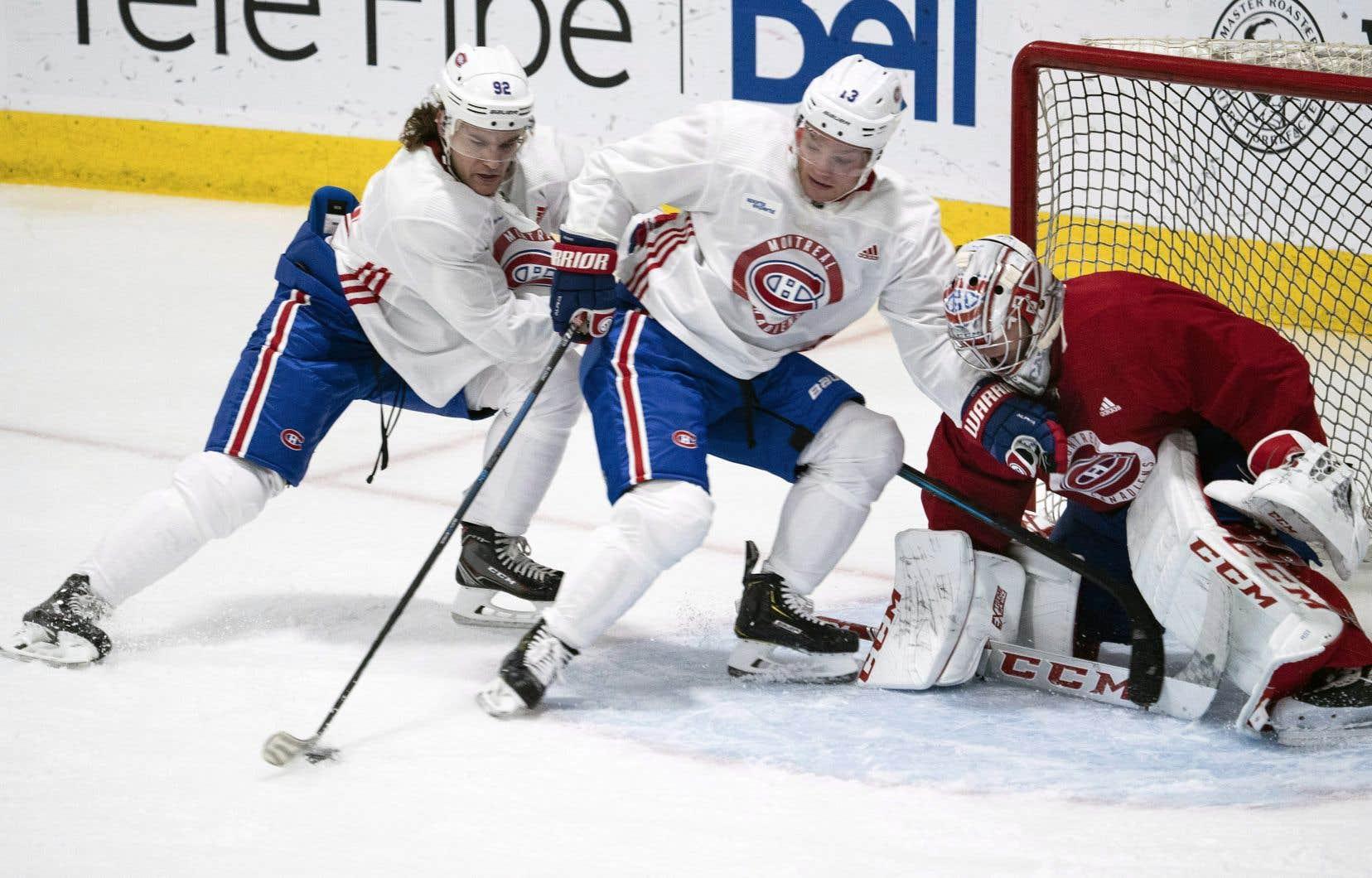 Vendredi après-midi s'ouvrait le camp d'entraînement du Canadien de Montréal, à Brossard. L'entraîneur-chef, Claude Julien, s'est amusé à tester différentes combinaisons à l'attaque, plaçant notamment Max Domi au centre, flanqué de Joel Armia et Jonathan Drouin.