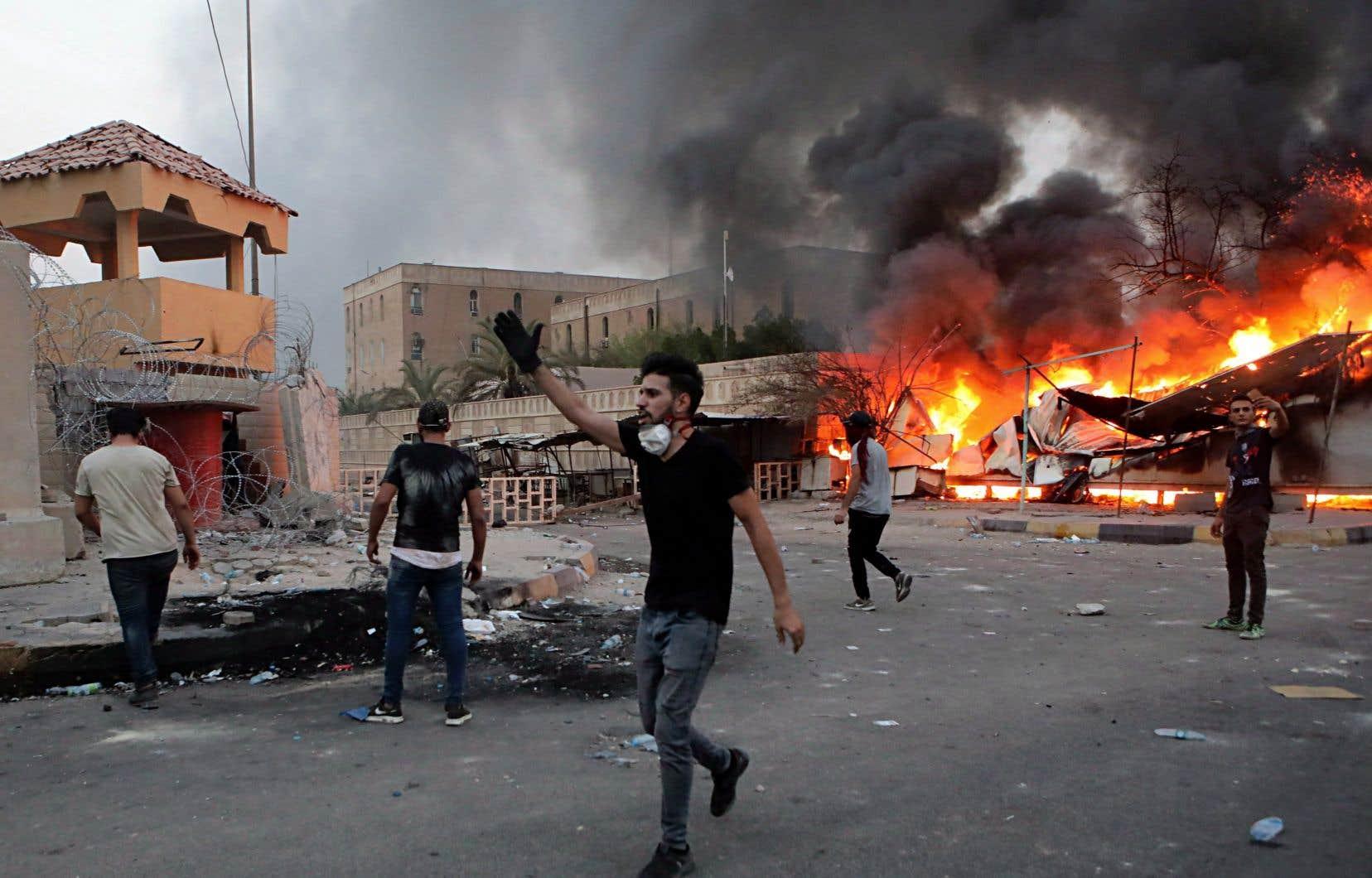 Des manifestations violentes ont éclaté à Bassorah et dans d'autres villes ces dernières semaines, en raison de la lenteur de la reconstruction dans le pays.