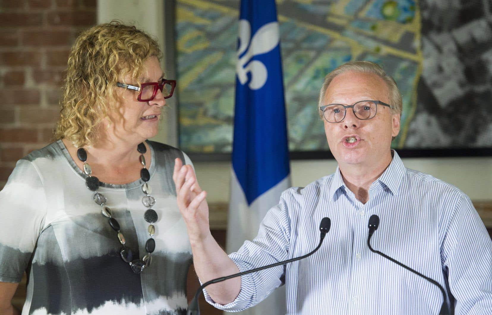 Le plan a été dévoilé par le chef Jean-François Lisée samedi matin à Montréal, accompagné de ses deux candidates spécialisées en numérique, Mireille Jean et Michelle Blanc.