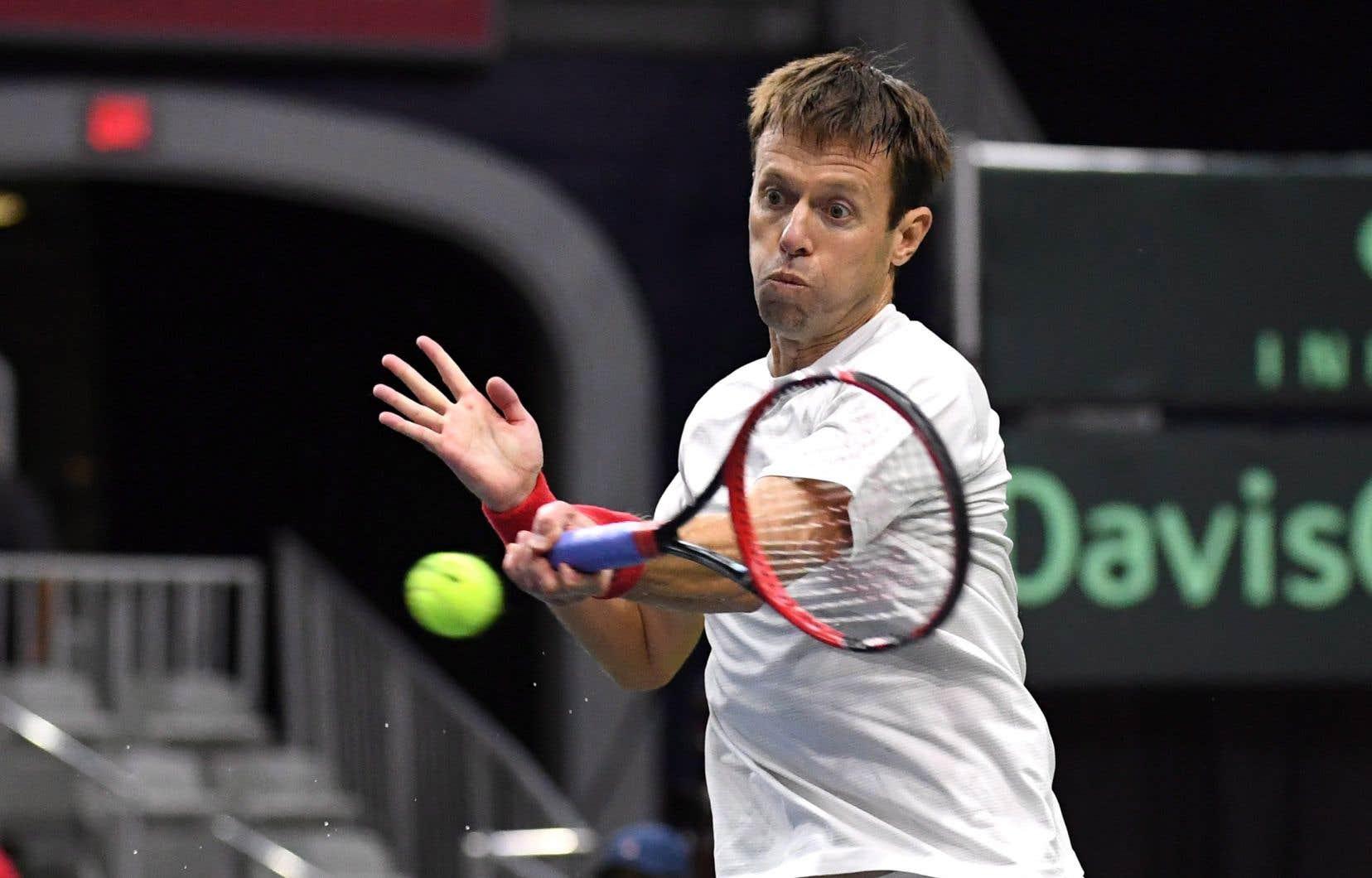 Âgé de 46ans, Nestor avait annoncé qu'il accrocherait sa raquette après son match de double.