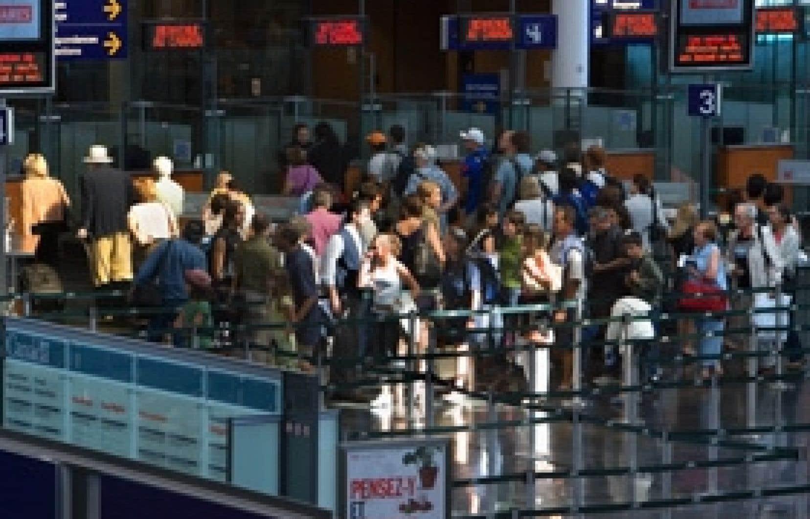 En 2004, un sondage d'Environics a révélé que 82 % des répondants souhaitent que le gouvernement réglemente mieux la publicité sur les billets d'avion et les prix.