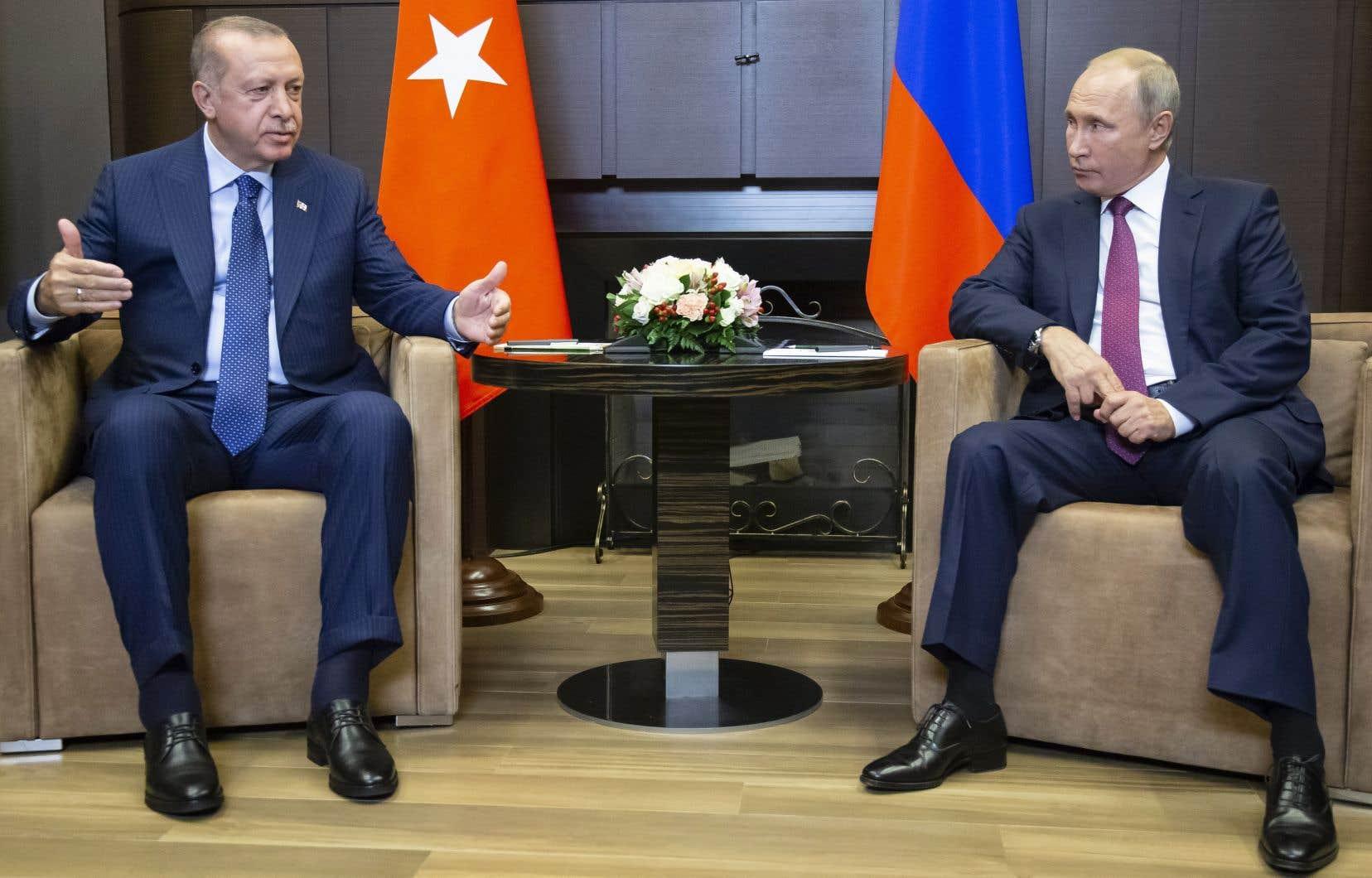 Les deux chefs d'État, dont les pays sont des acteurs clés du conflit syrien, se sont entretenus pendant plus de quatre heures à huis clos dans la station balnéaire de Sotchi, sur la mer Noire.