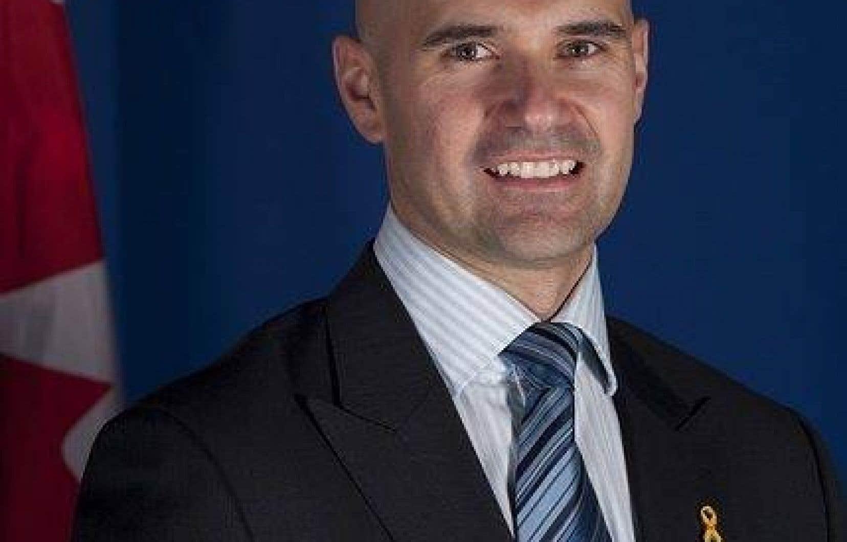 Dave Blackburn, un professeur en travail social à l'Université du Québec en Outaouais et ex-officier des Forces armées canadiennes, se présentera dans la circonscription de Pontiac.